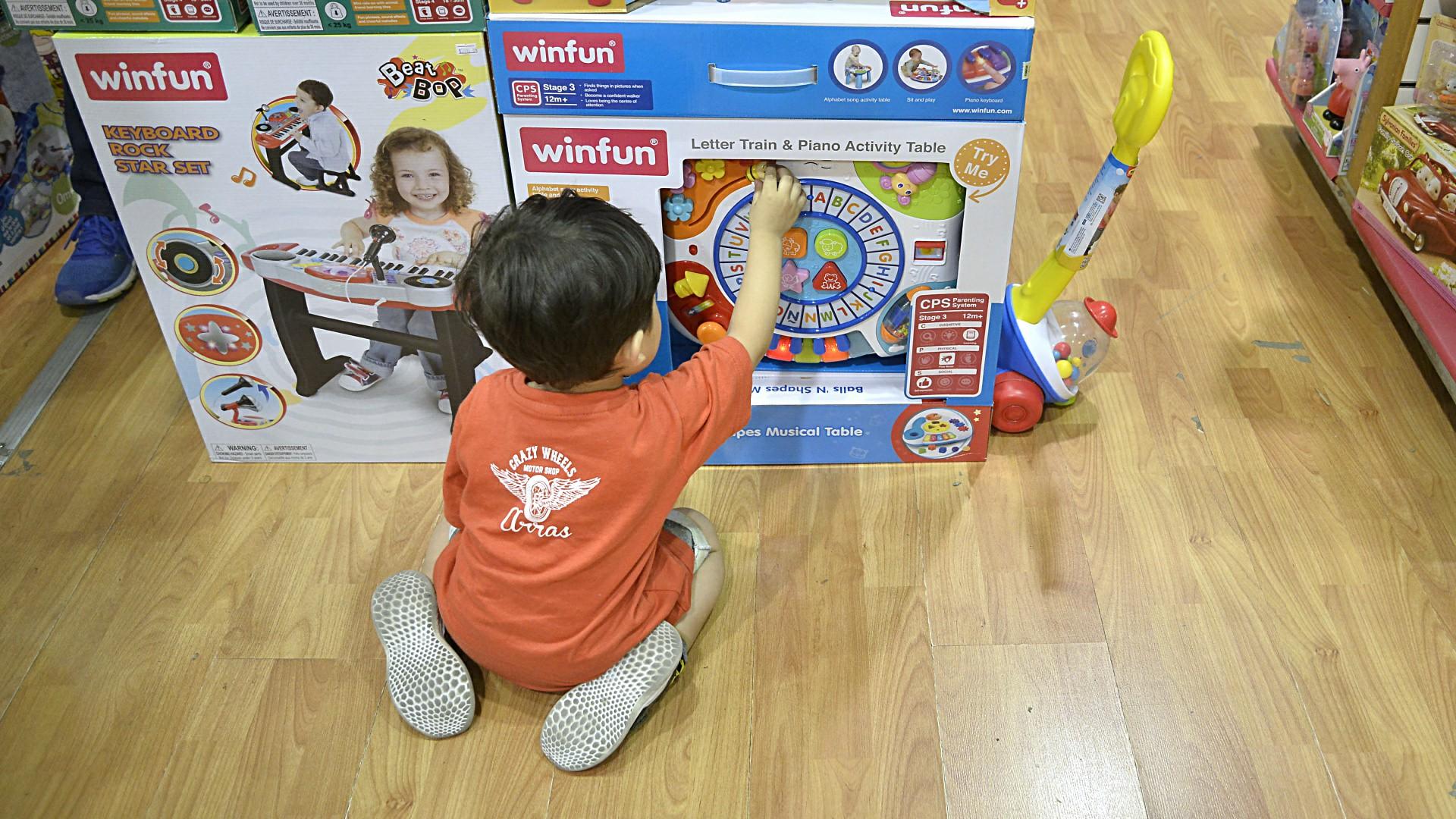Desde el punto de vista cognitivo, los juguetes ayudan al desarrollo sensorial e intelectual en los niño