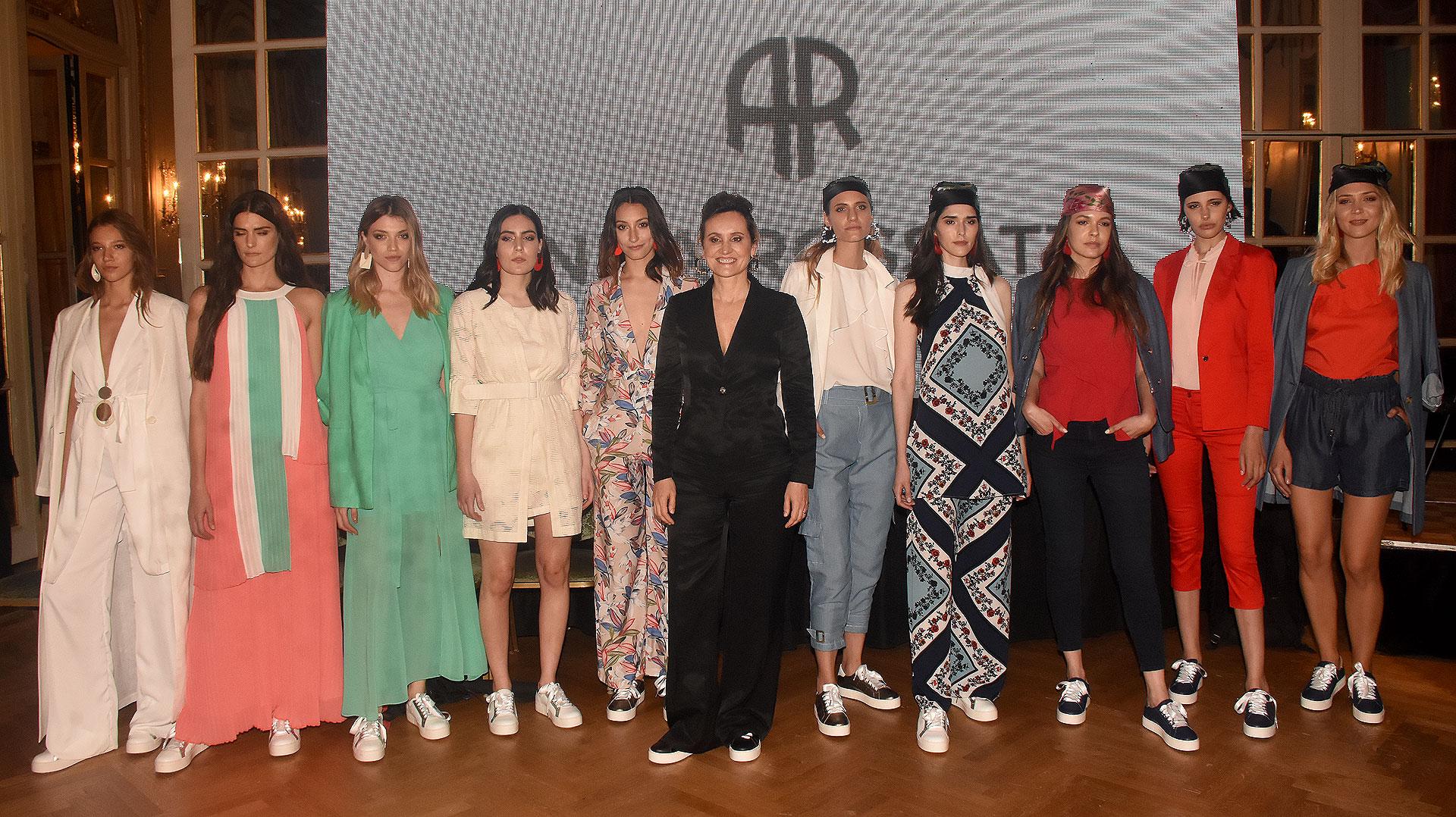 Andrea Rossatti junto a sus modelos