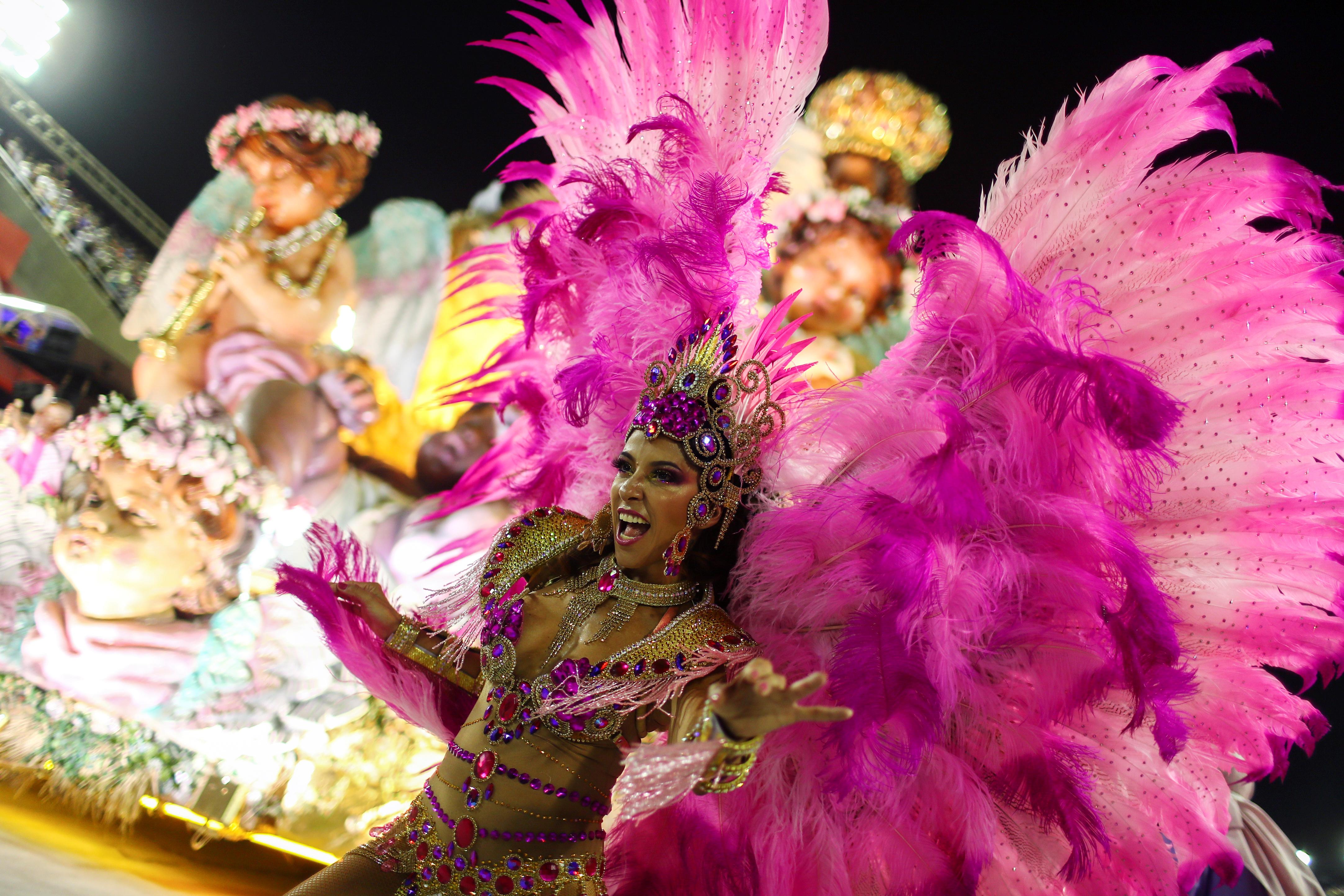Una bailarina de la escuela Mangueira (REUTERS/Pilar Olivares)