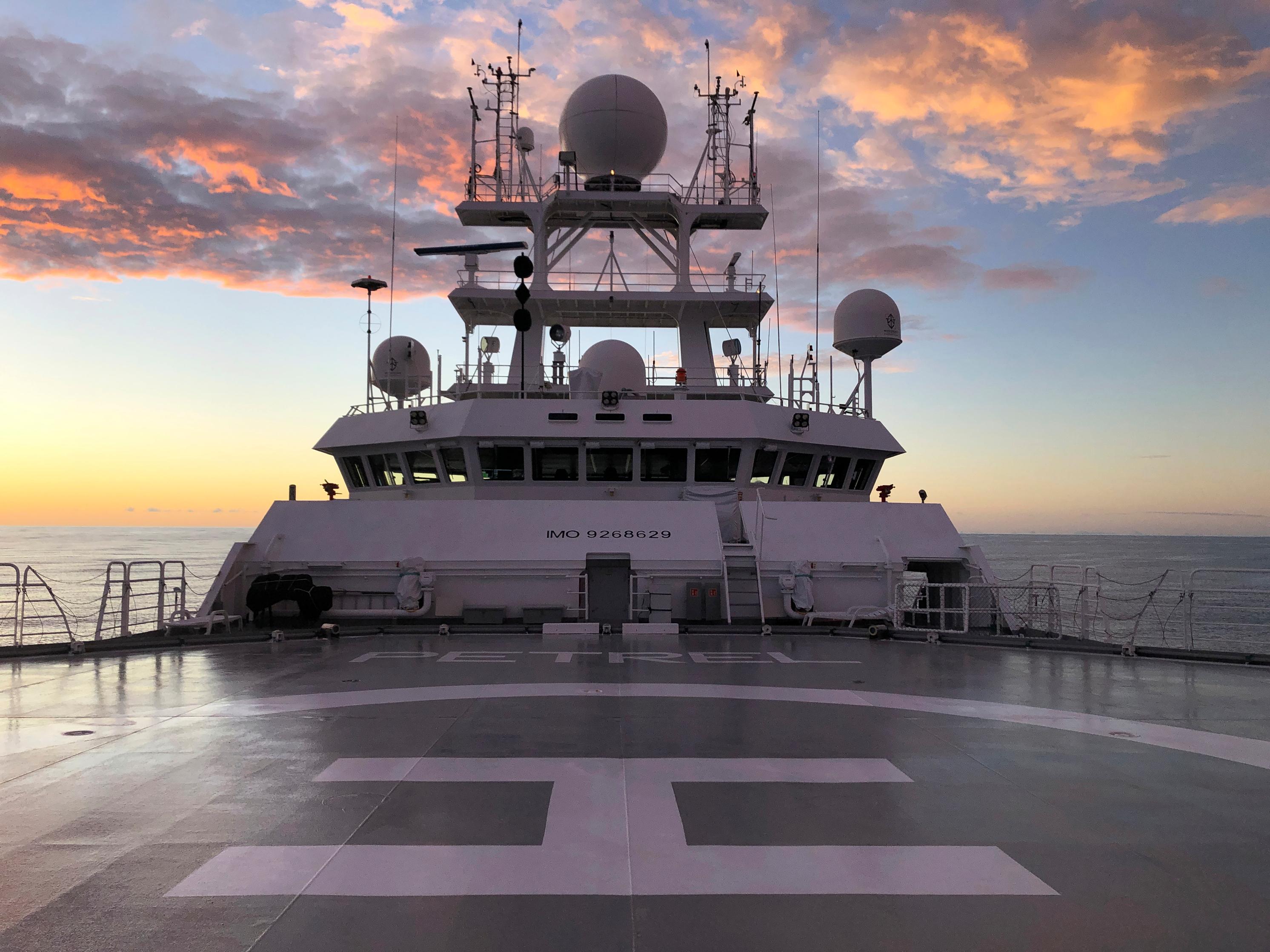 El buque de investigación Petrel (AP)