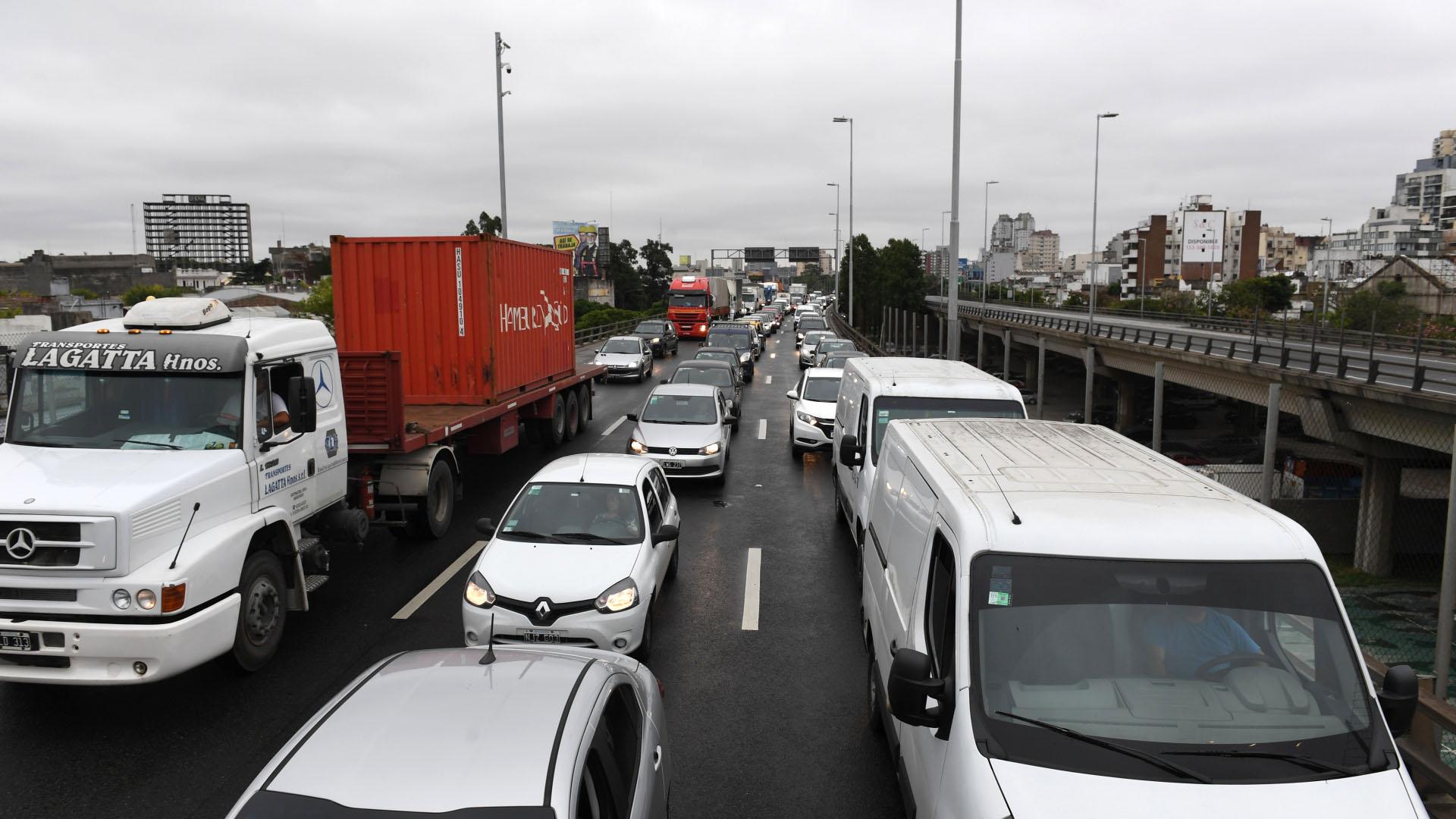 El acceso a la Capital Federal por Puente Pueyrredón también registra demoras