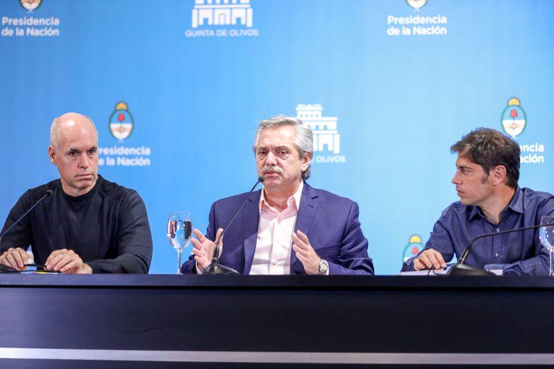 Alberto Fernández anuncia las primeras medidas de restricción del contacto social por la pandemia, acompañado por el gobernador de la provincia de Buenos Aires, Axel Kicillof, y el jefe de Gobierno de la Ciudad, Horacio Rodríguez Larreta. Este último, líder de la coalición opositora.