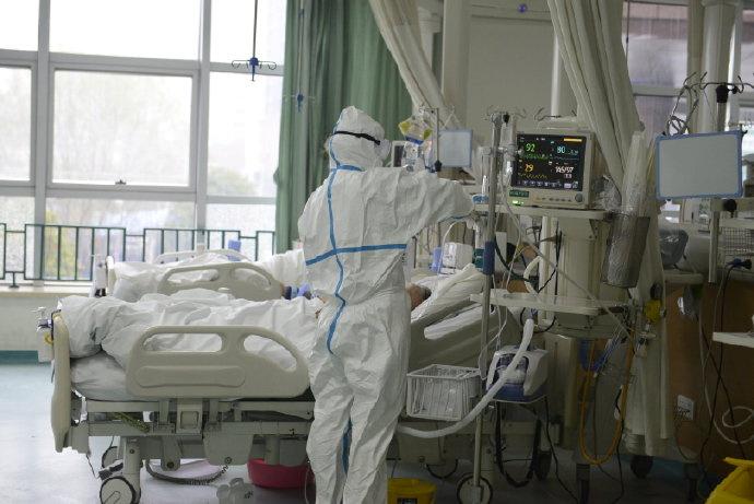 Las imágenes fueron publicadas por el hospital en una red social, Weibo (vía REUTERS)