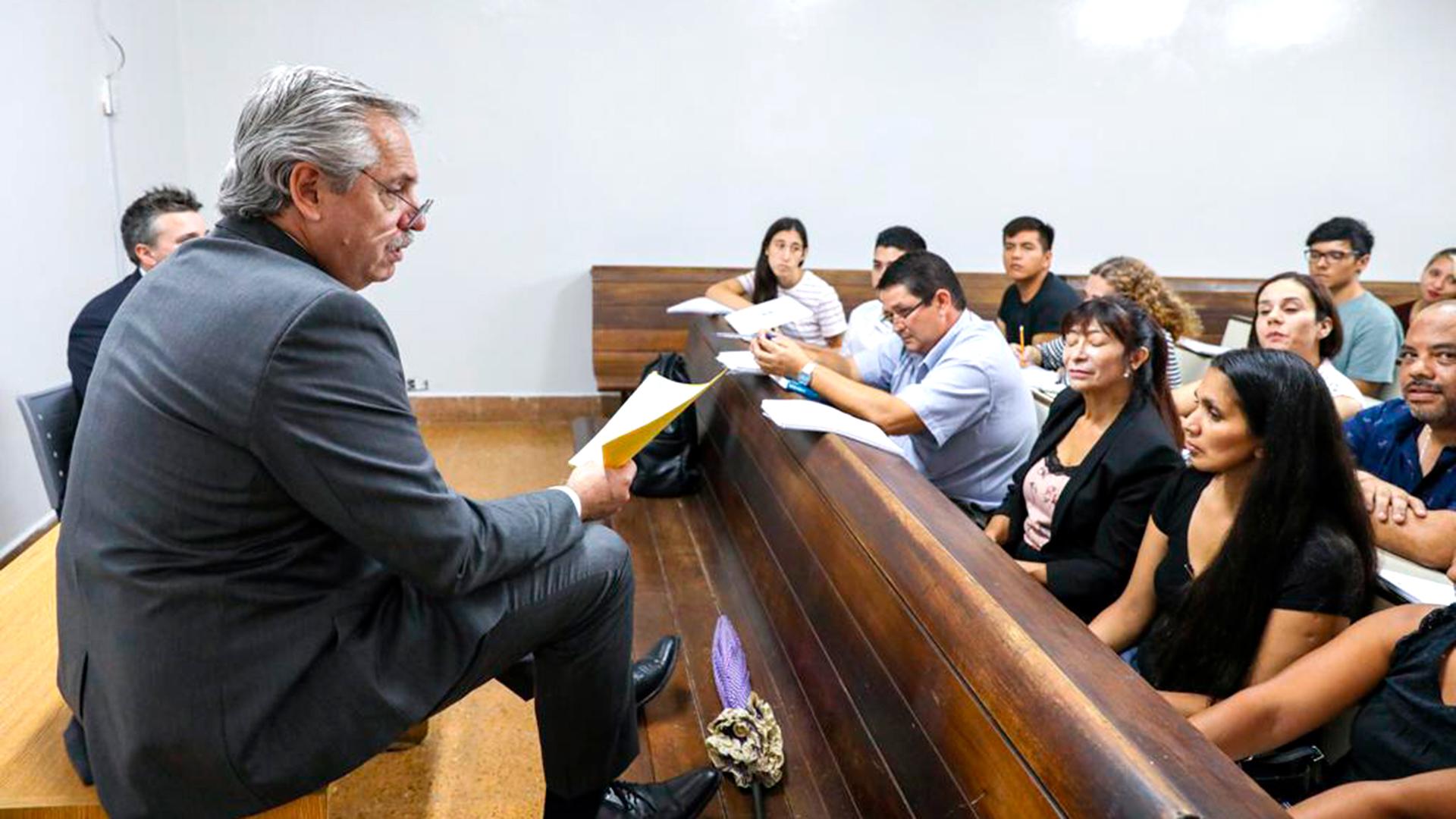 En medio de la preocupación por el coronavirus, Alberto Fernández fue a dar  clases a la Facultad de Derecho - Infobae