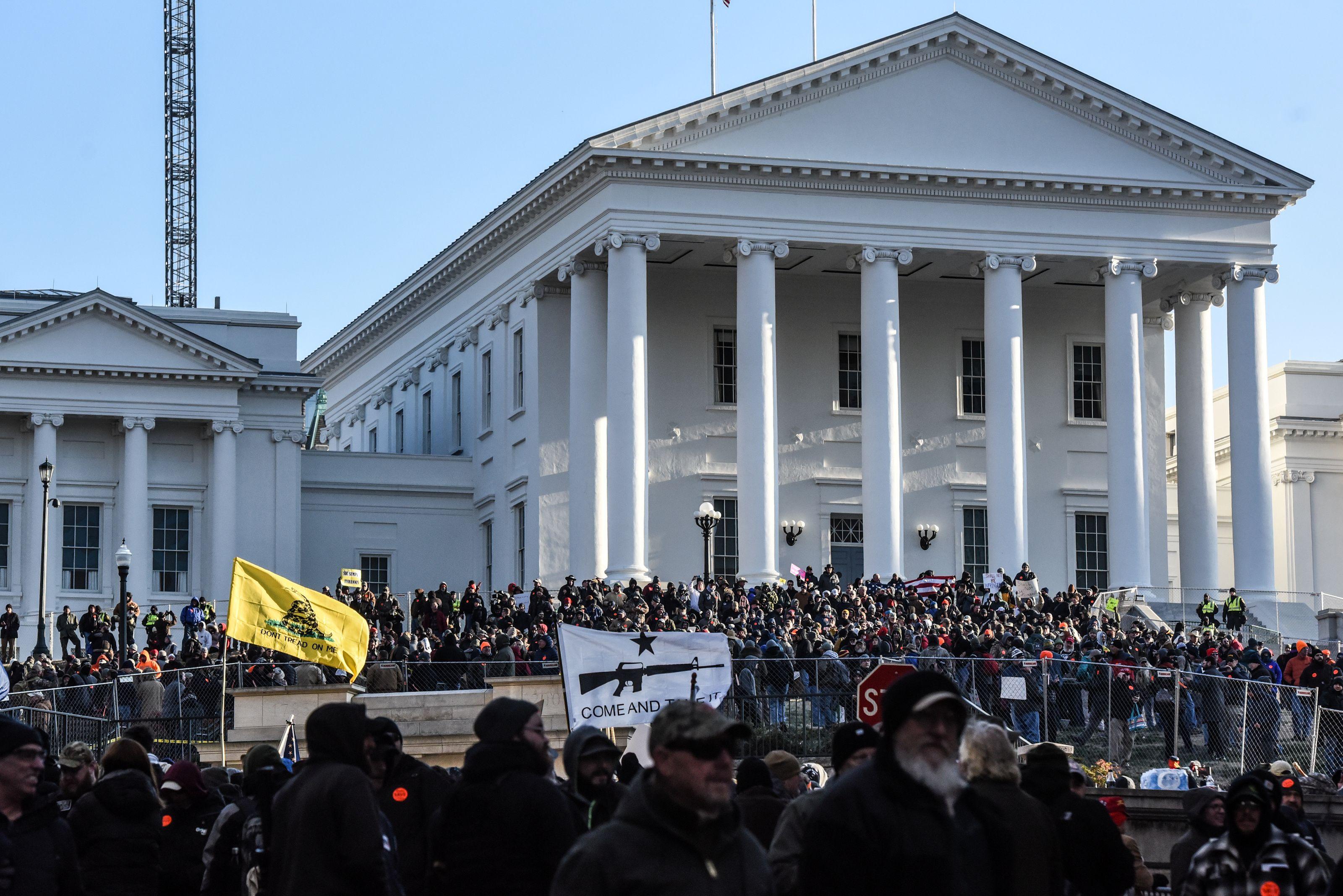 Una imagen del Capitolio en la que se puede apreciar el sector delimitado en el que estuvo prohibido la portación de armas durante la manifestación (REUTERS/Stephanie Keith)