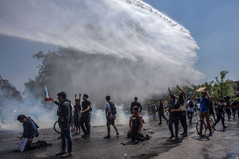 El Ejercito De Chile Anuncio Toque De Queda Por Cuarto Dia Consecutivo En Santiago Infobae