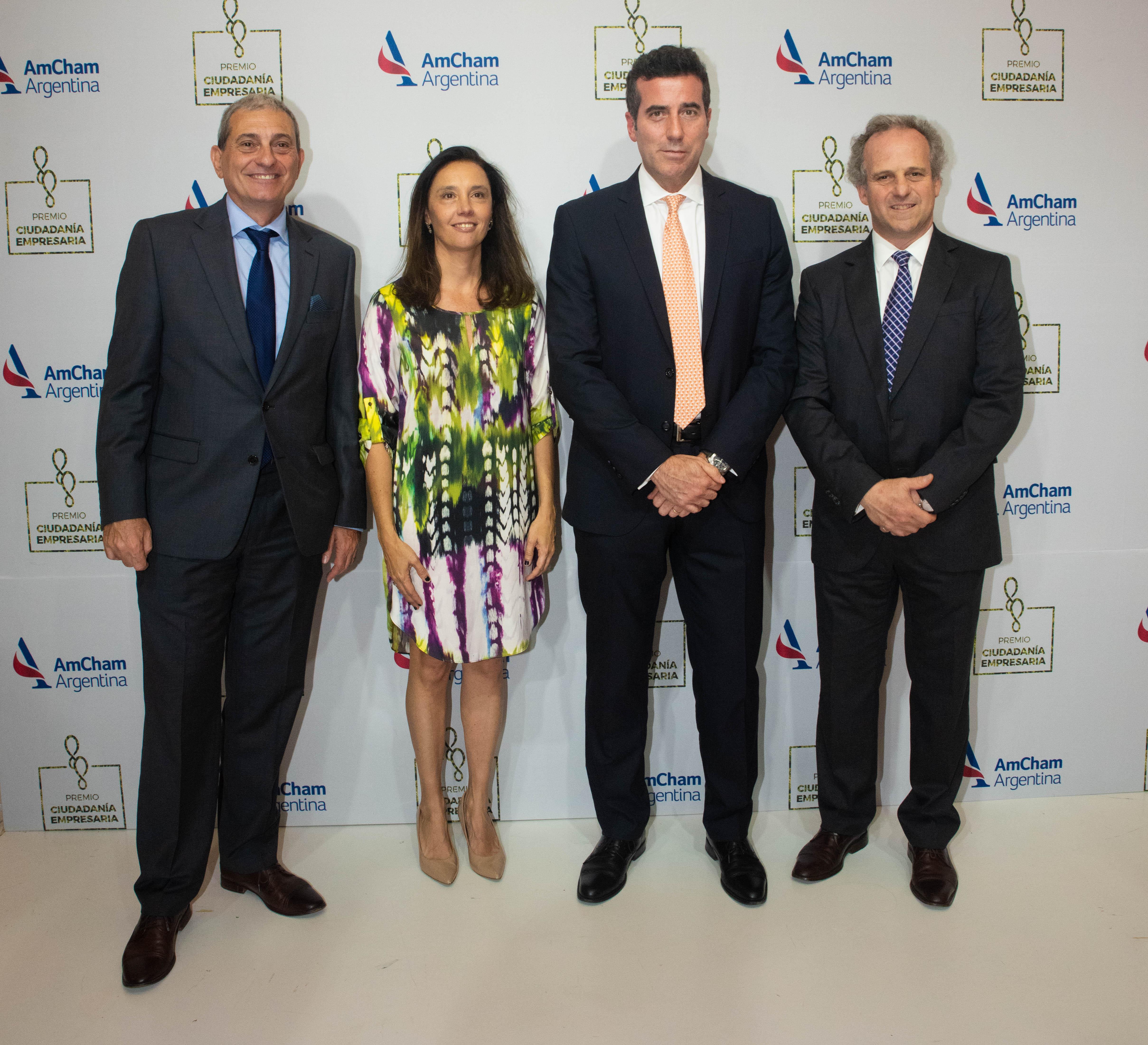 Roberto Alexander y Alejandro Díaz junto a Carlos Bargiela, gerente general de Metlife Argentina, y Florencia Salvi