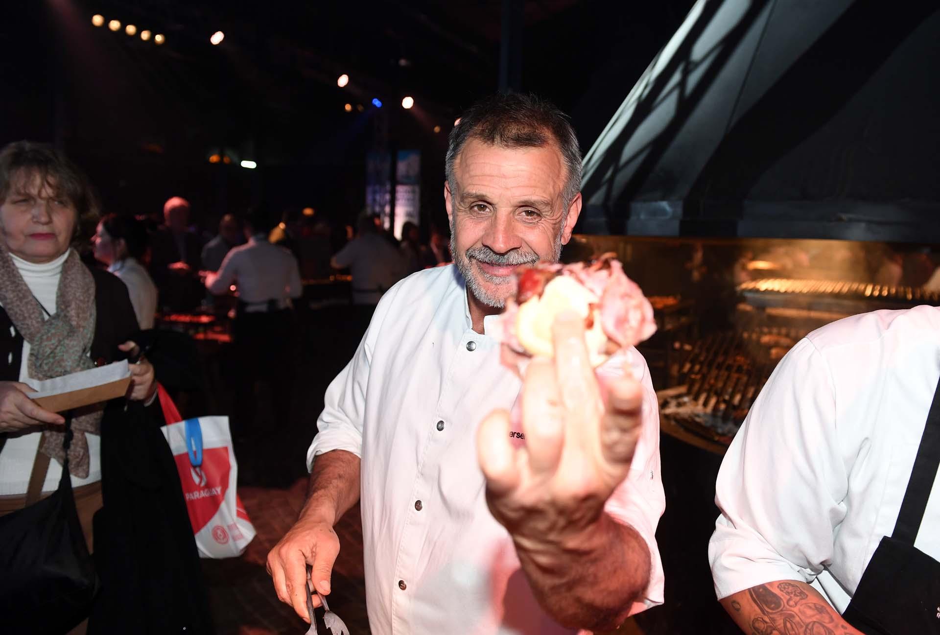 De la mano de Christian Petersen, los invitados degustaron un gran asado y platos típicos de la cocina uruguaya.