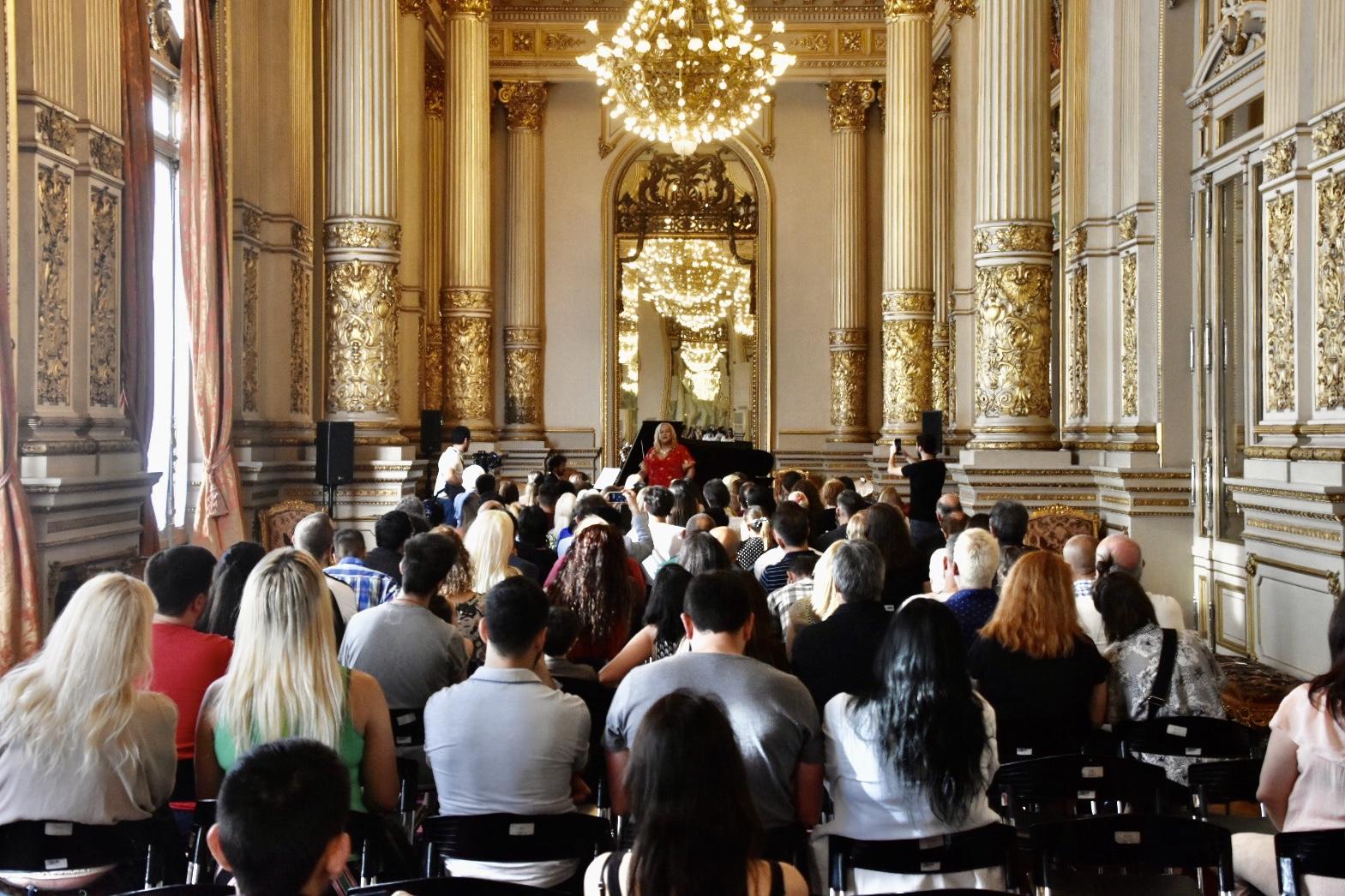 El emblemático coliseo porteño recibió en su Salón Dorado a la soprano María Castillo De Lima