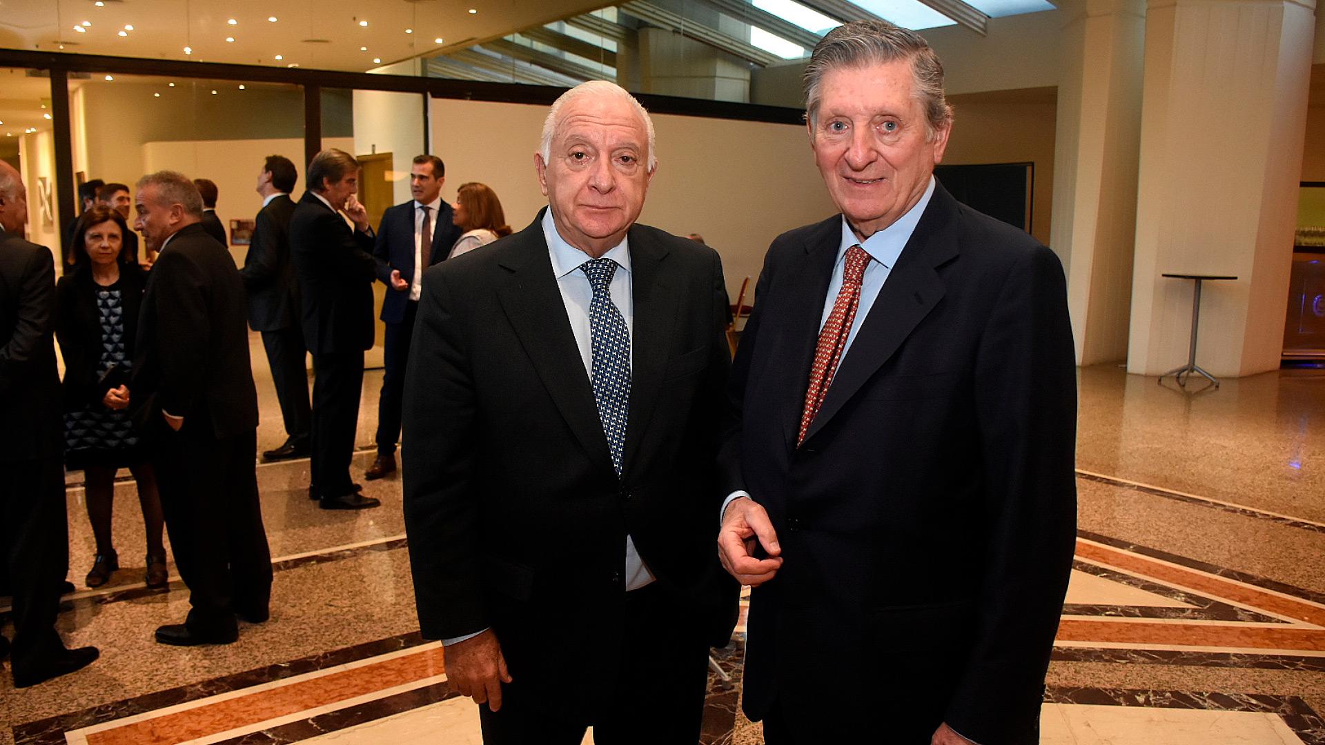Norberto Frigerio, director de Relaciones Institucionales de La Nación y José Claudio Escribano, presidente de la Comisión de Premios de ADEPA