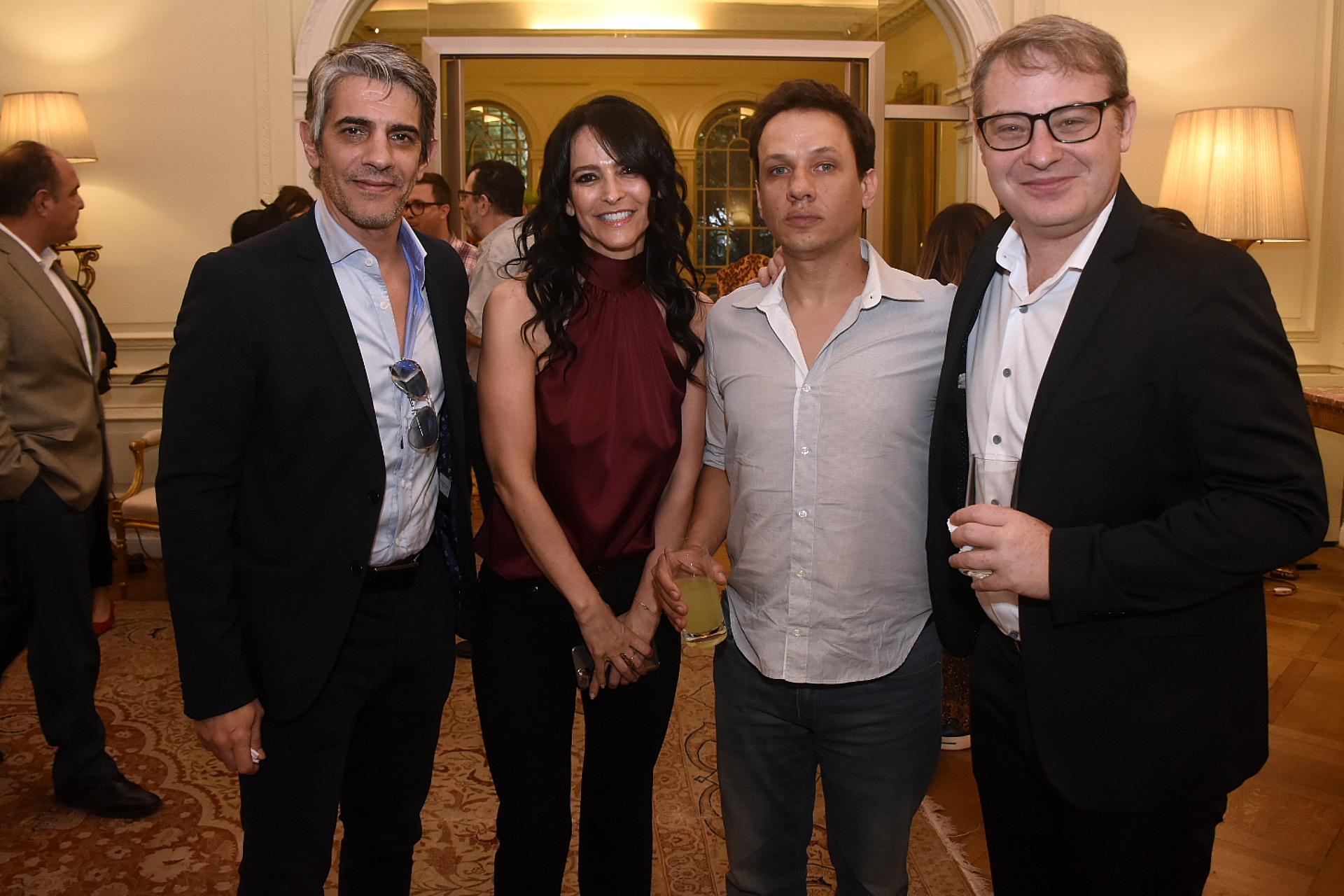 Pablo Echarri junto a Cindy Teperman y Axel Kuschevatzky. Infinity Hill también planea un documental, dirigido por Martín Sastre, sobre los conciertos de Natalia Oreiro en Rusia