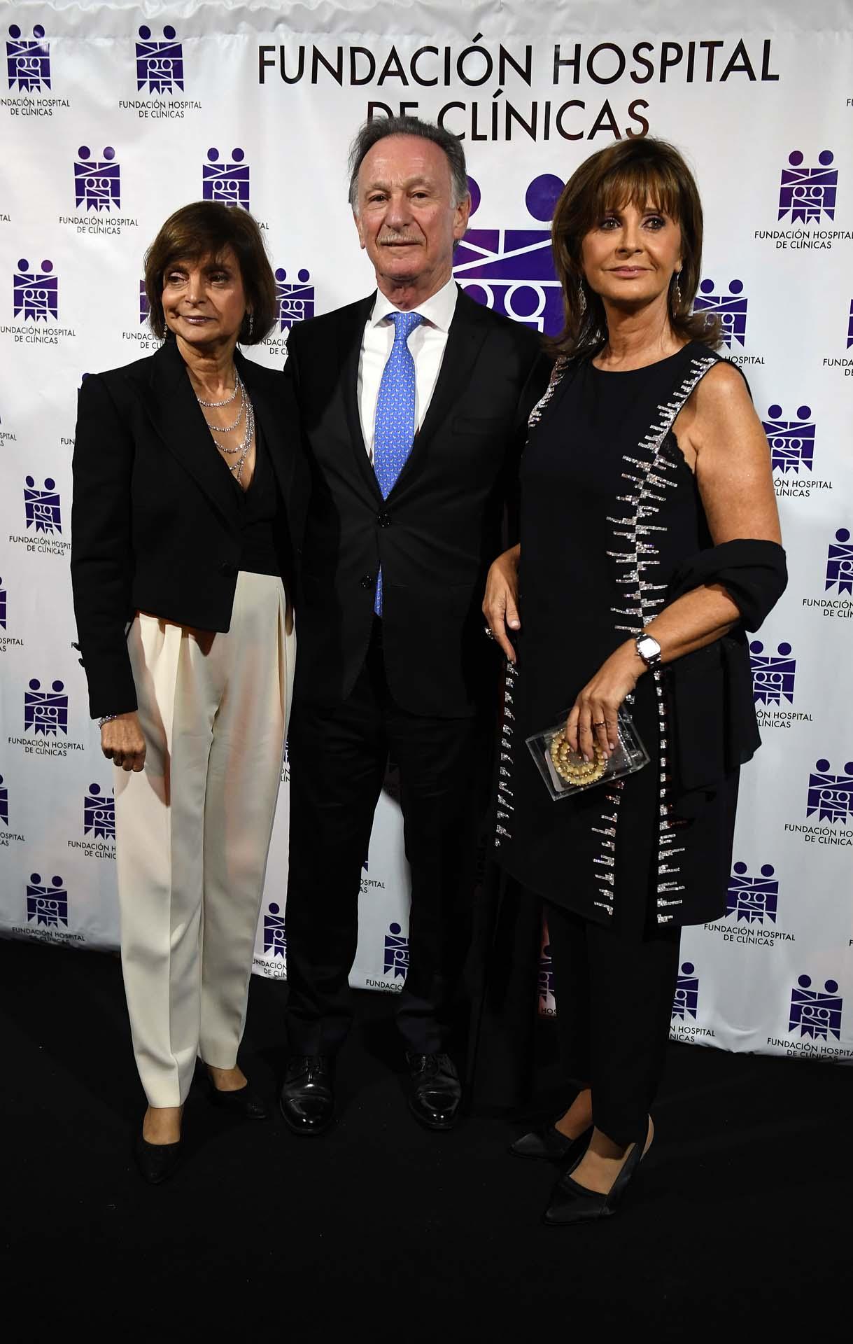 Claudia Stad junto a Gustavo Weiss y su mujer Myriam Levi