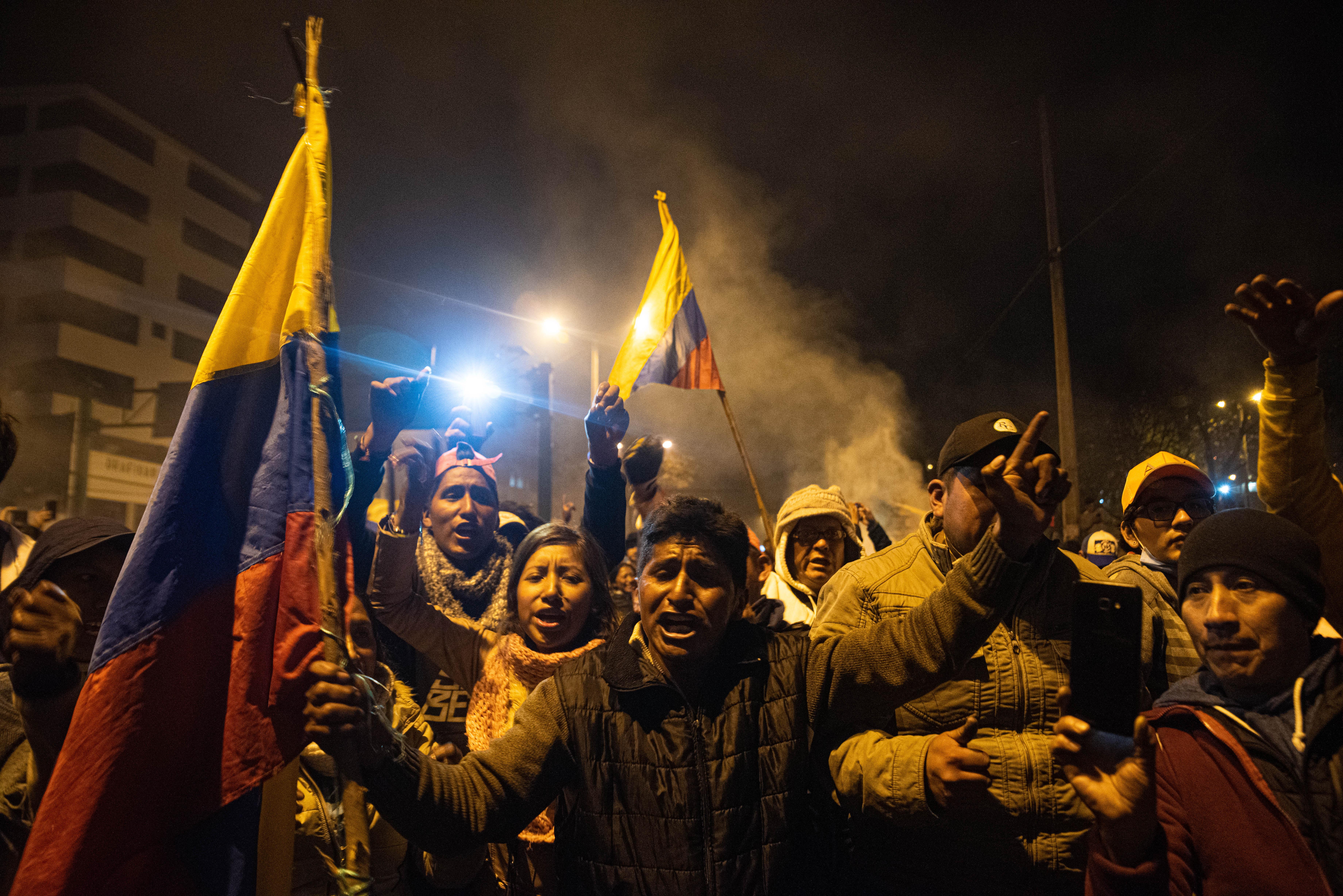 El anuncio de un acuerdo rompió el rígido silencio del toque de queda que reinaba en Quito, Ecuador.