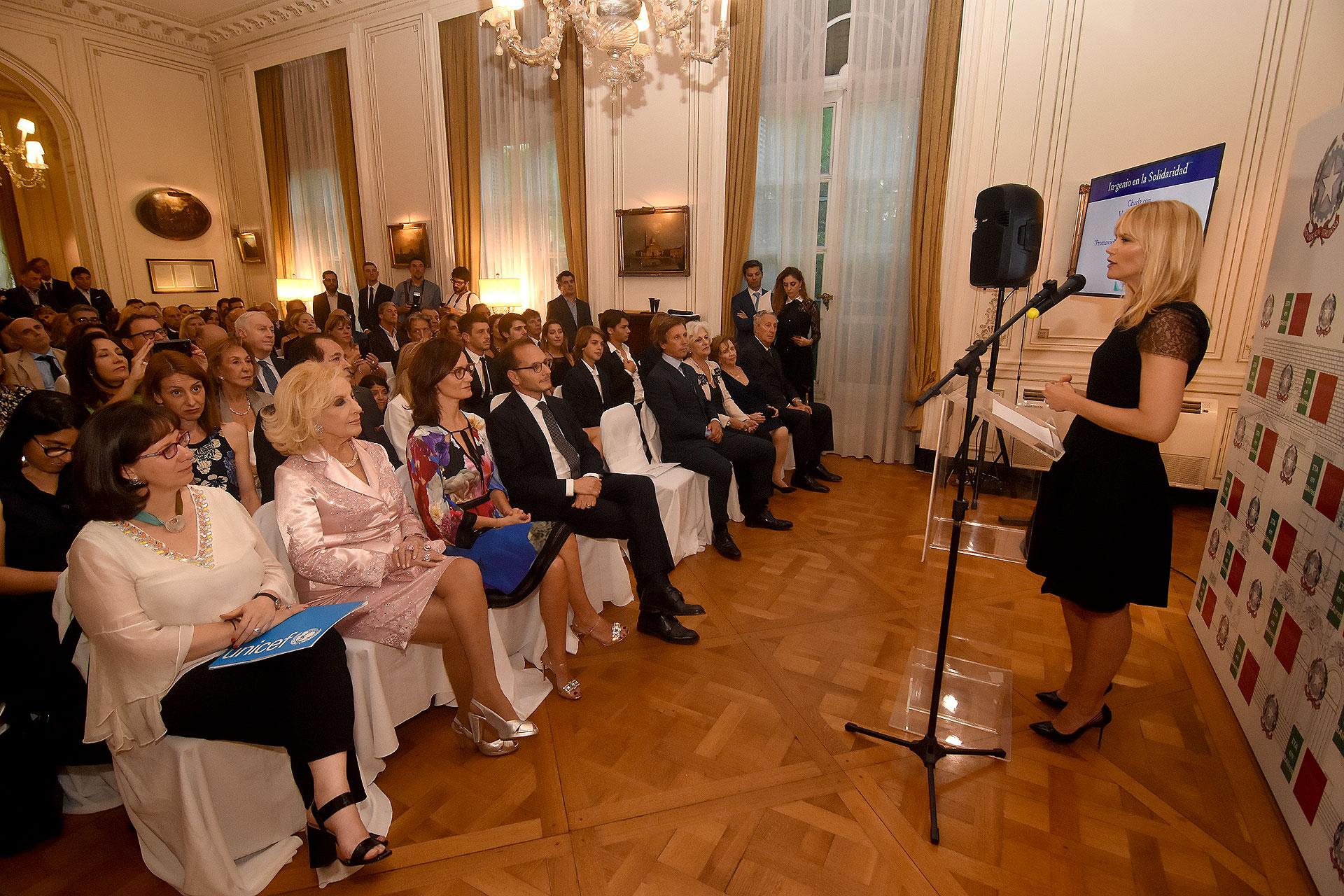 Valeria Mazza durante su discurso frente a los invitados