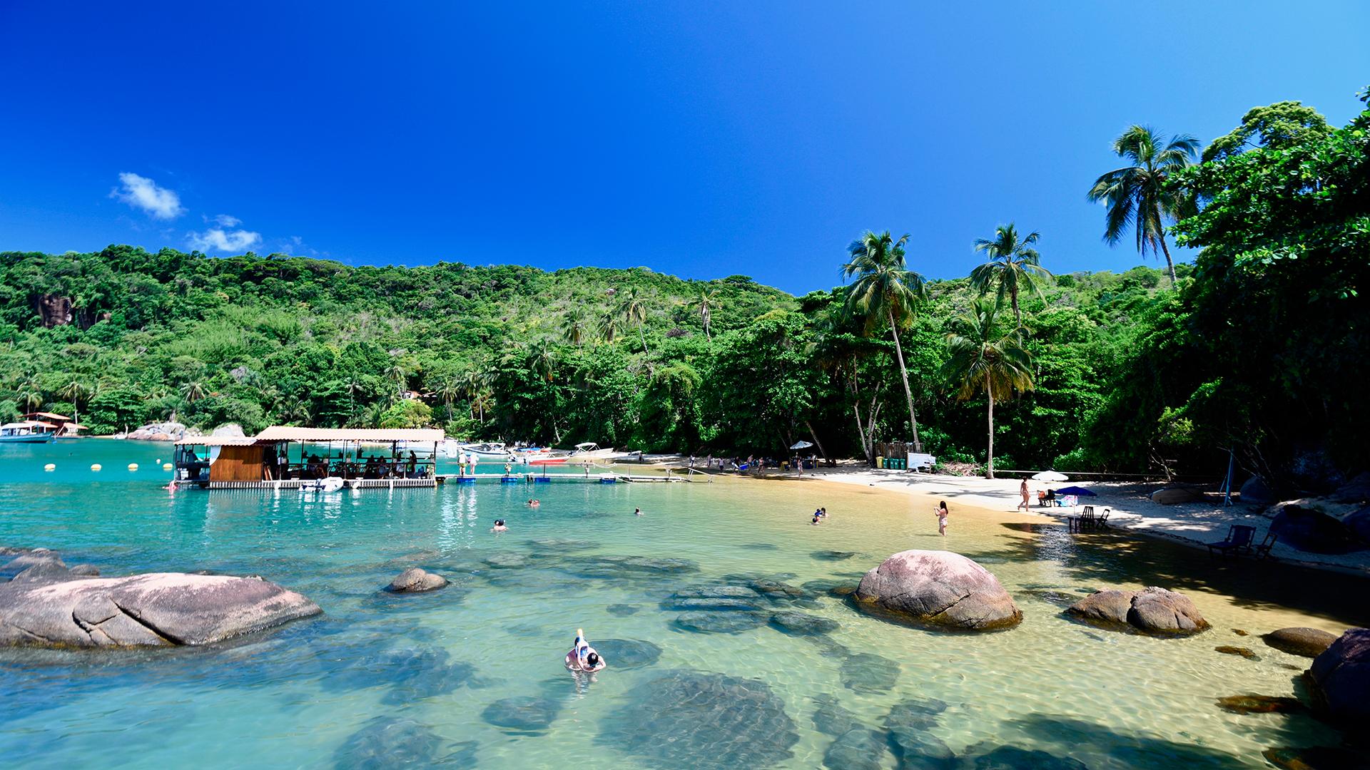 Con sus playas paradisíacas y su mar cristalino, es la isla más famosa de la bahía de Angra dos Reis. Lopes Mendes es una de sus playas más nombradas.