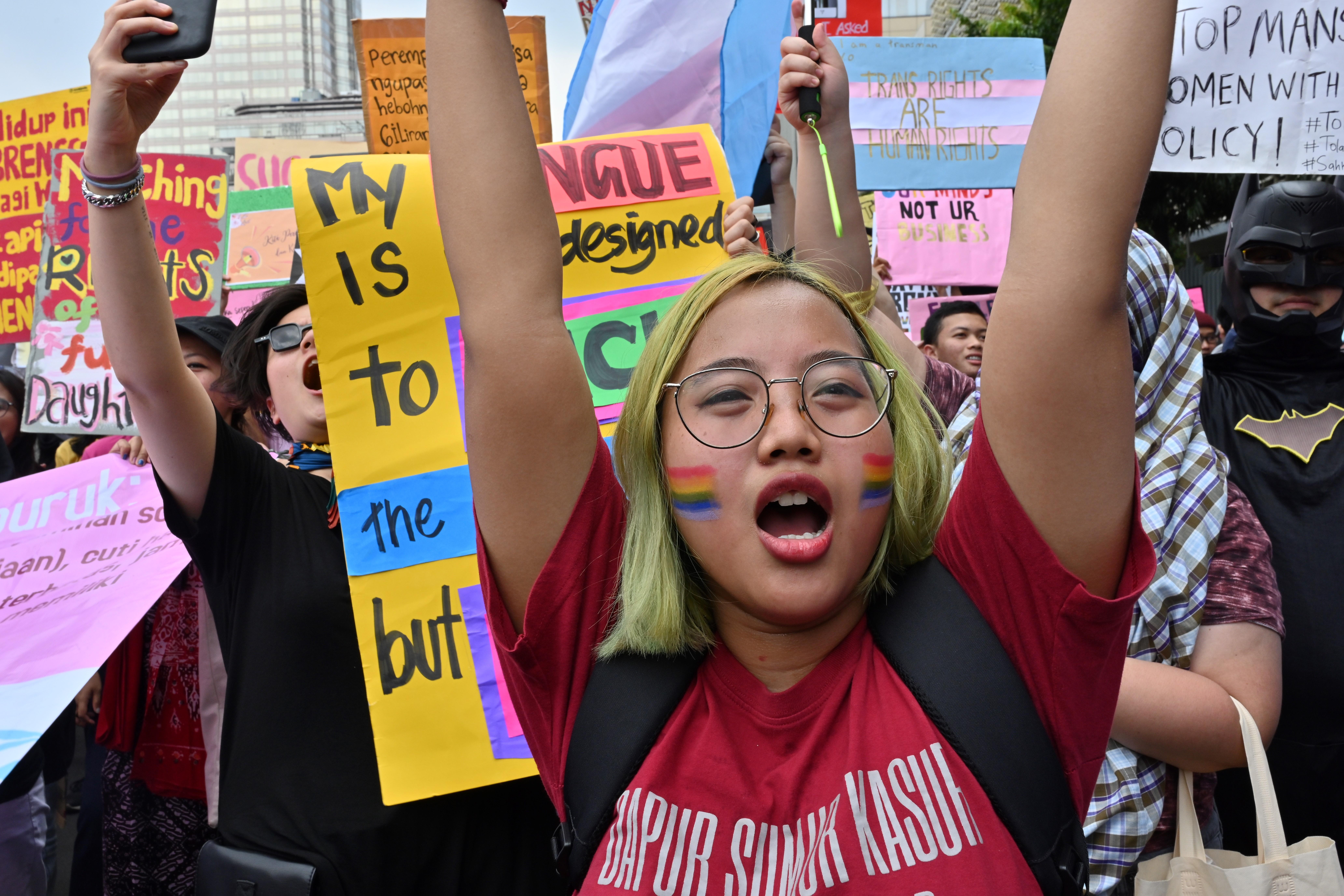 Los indonesios marchan para conmemorar el Día Internacional de la Mujer en Yakarta el 8 de marzo de 2020. (Foto de ADEK BERRY / AFP)