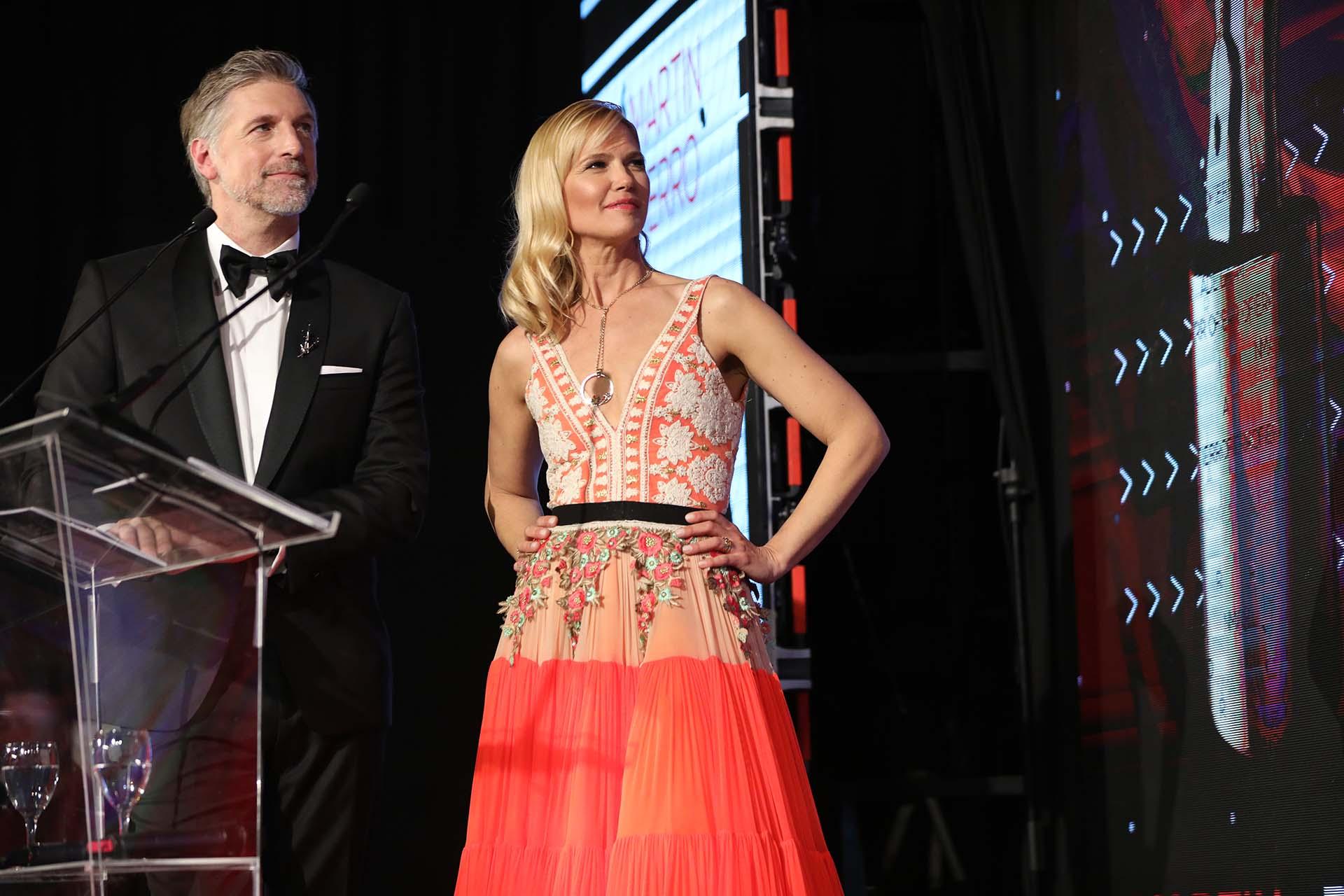Horacio Cabak y Valeria llevaron con gracia y mucho profesionalismo la conducción del primer Martín Fierro de la Moda