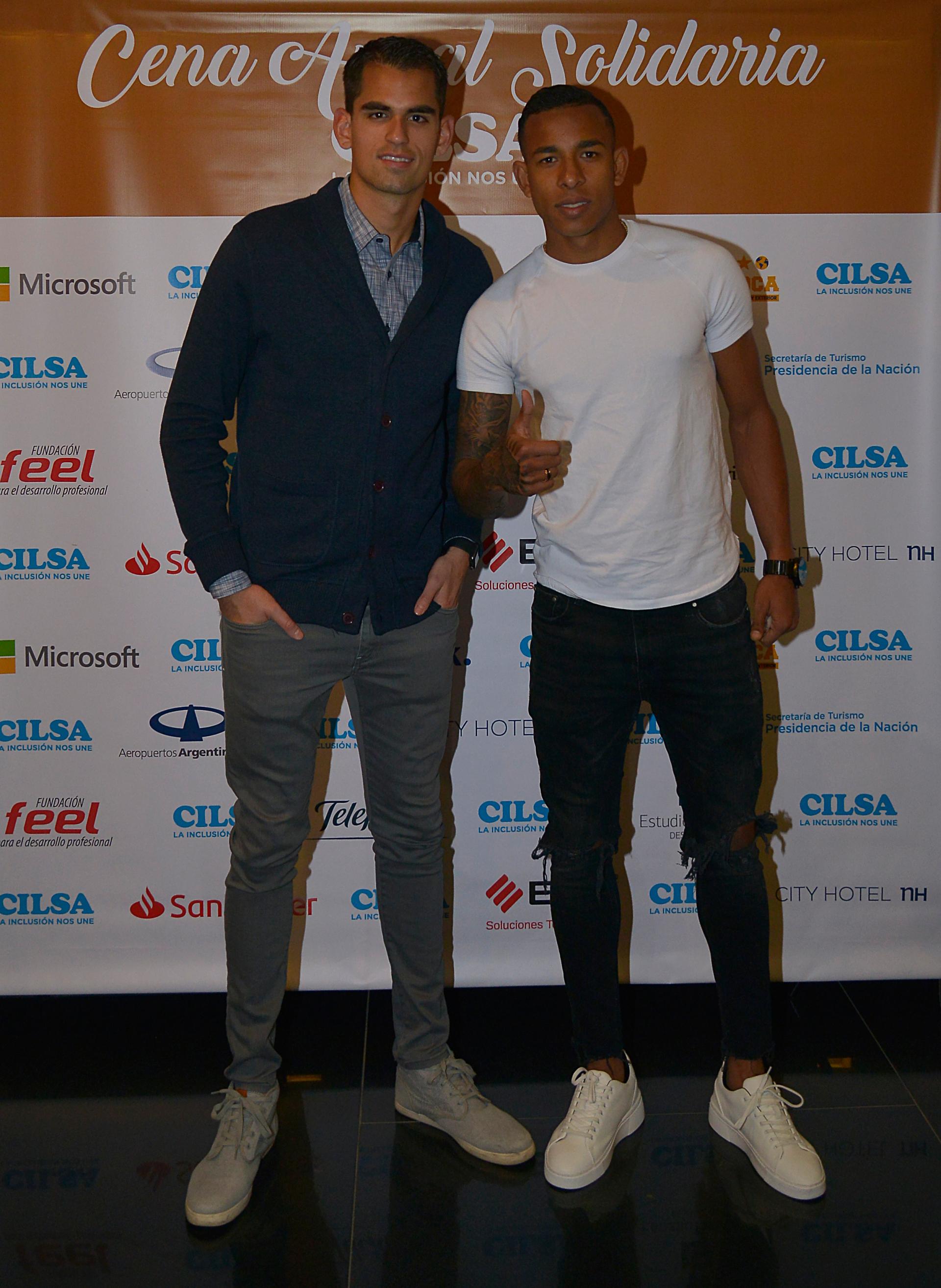 Carlos Olses, arquero de Racing, y Sebastián Villa, delantero de Boca
