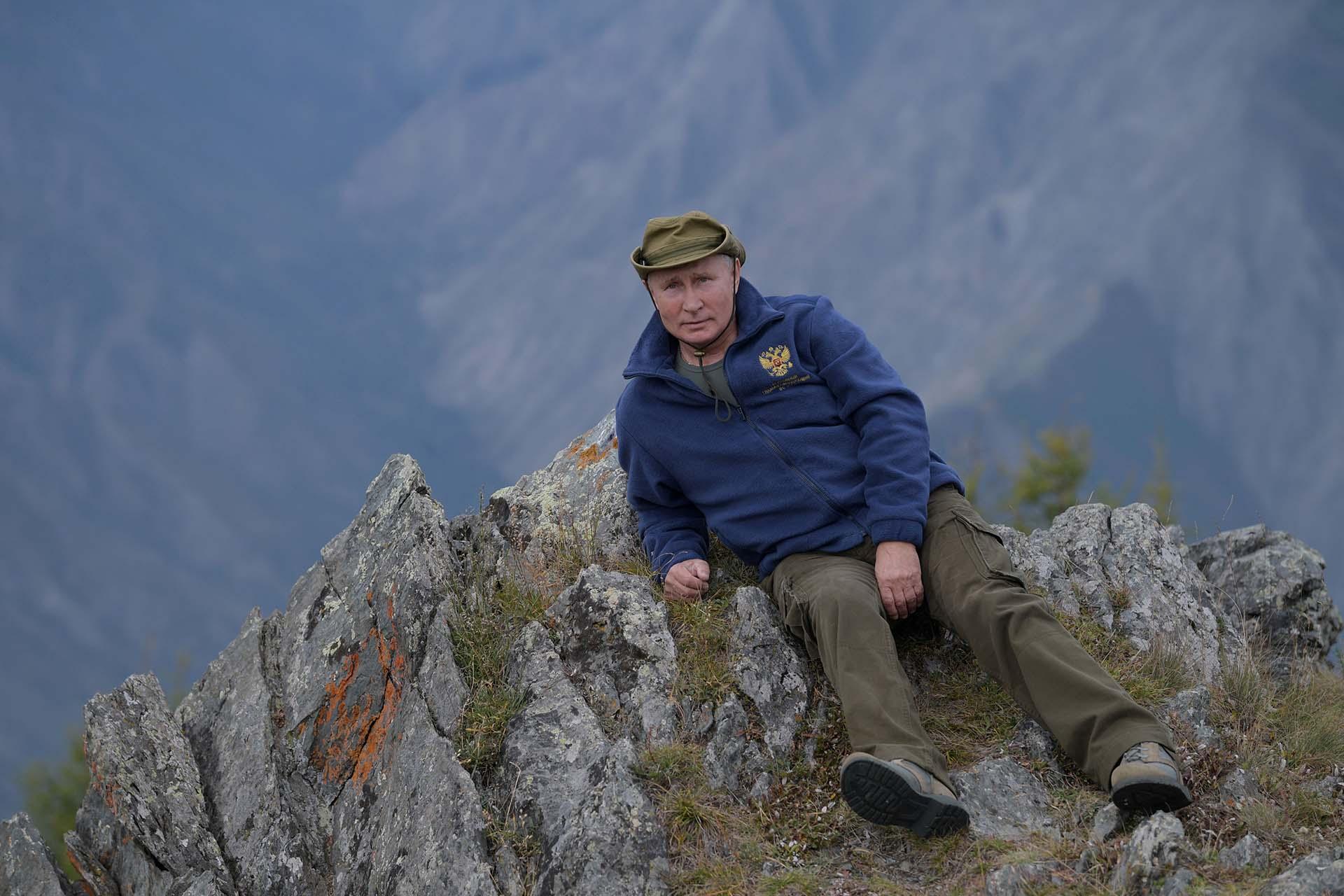 Mientras se jacta de su amor por la vida silvestre y evita la caza, a diferencia de muchos funcionarios rusos, Putin respalda la perforación de petróleo en el prístino Ártico y ha puesto en duda el calentamiento global