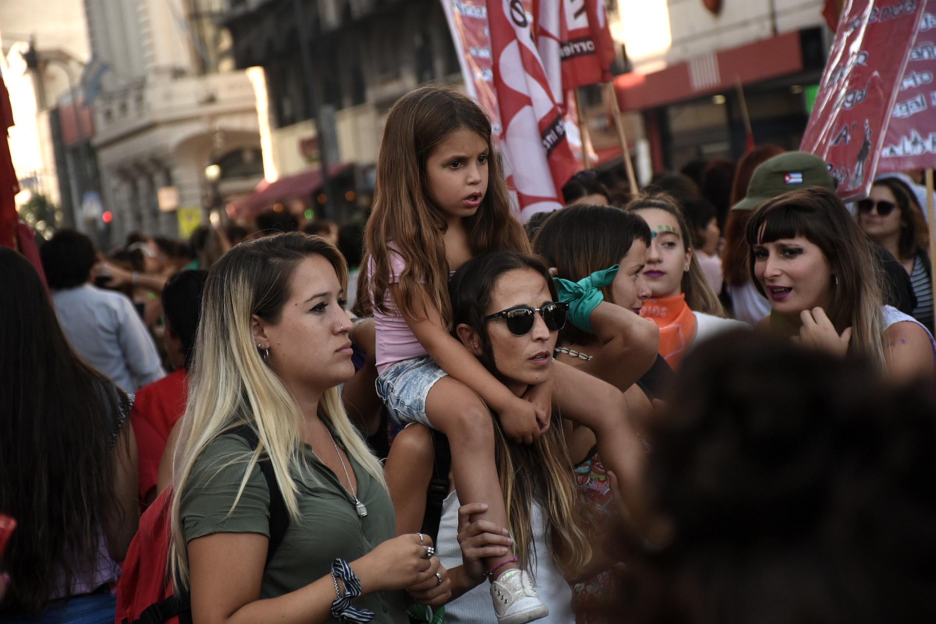 Muchas mujeres acudieron a la marcha junto a sus hijas