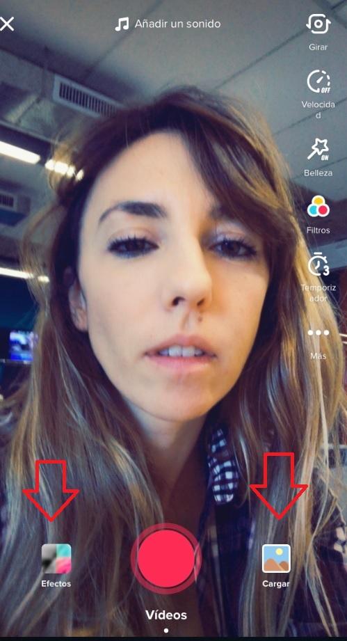 """La opción """"cargar"""" es para subir videos que están en la galería del celular y """"efectos"""" despliega una cantidad de filtros y herramientas que se pueden activar para comenzar a grabar directamente desde la app."""