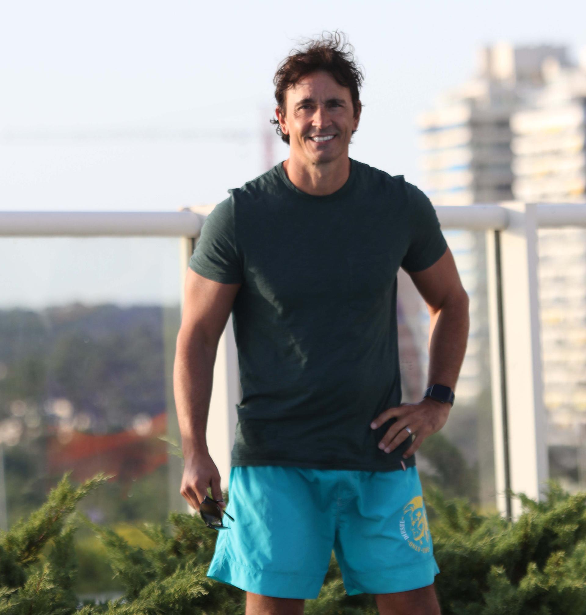 Sebastián Estevanez, listo para un día de playa