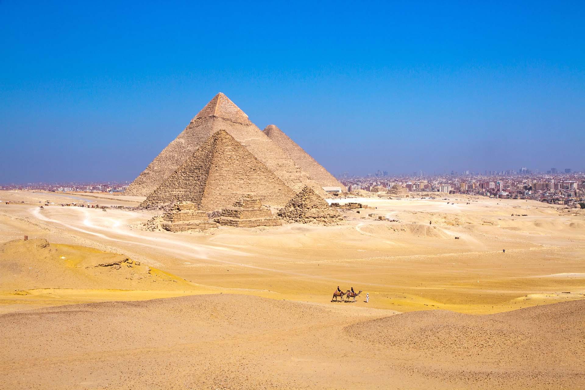 Egipto te da la bienvenida con su poderoso Nilo y sus magníficos monumentos, el cautivador desierto y el delta exuberante, y con su pasado largo y acogedor. La gente está empezando a regresar a un lugar que ha sido sinónimo de viajes culturales desde la época clásica