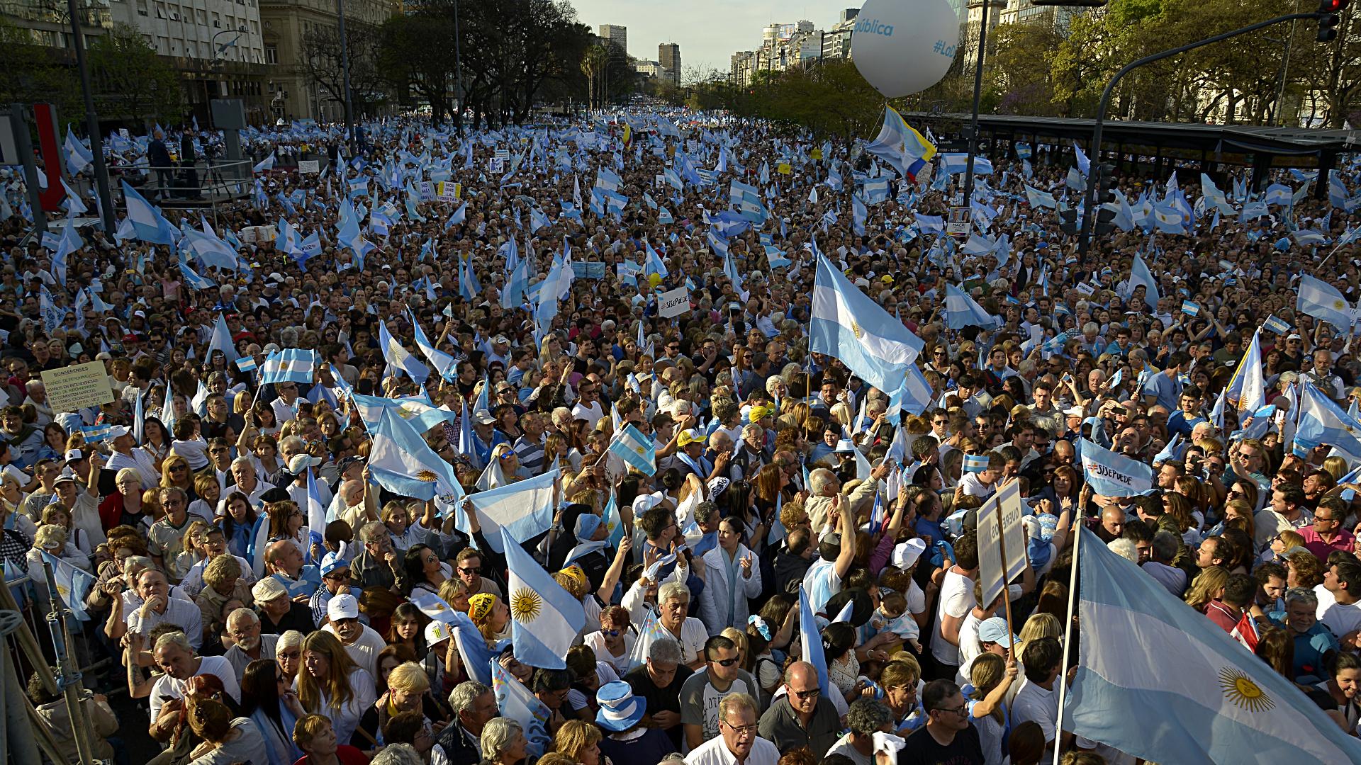 La marcha más multitudinaria del oficialismo en esta campaña