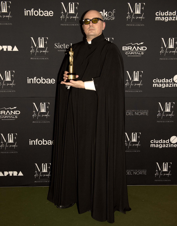 El diseñador argentino Pablo Ramírez con su inconfundible tono negro . Ganó como el mejor diseñador