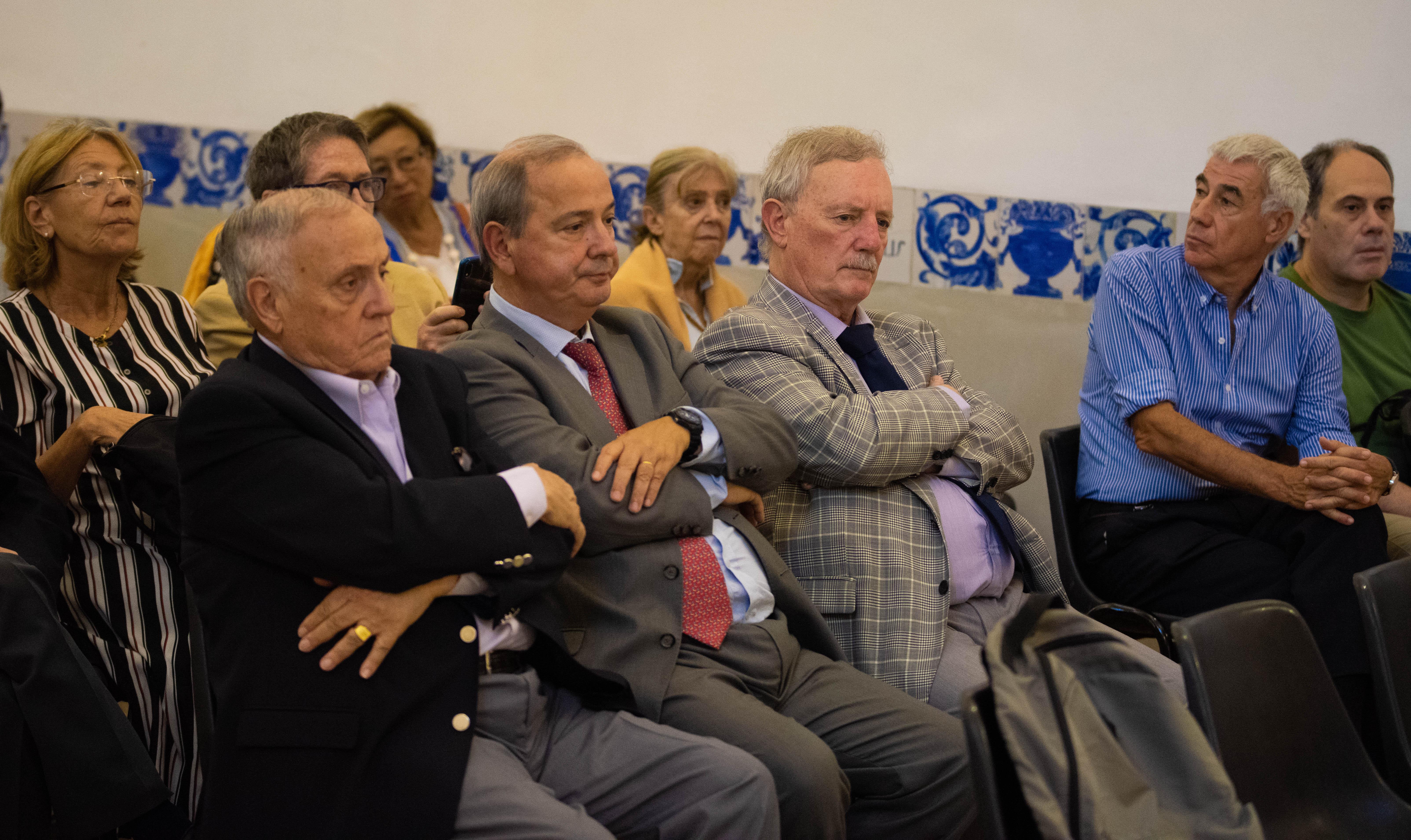 Entre las primeras filas se sentaron el ex embajador argentino en el Vaticano, Carlos Custer, el director de Culto Católico, Luis Saguier Fonrouge y el secretario general de la Asociación Cristiana de Jóvenes (YMCA) Angel Bruno Eduardo Rodríguez. Segunda fila, al medio, Alberto Zimerman, en representación de la DAIA.