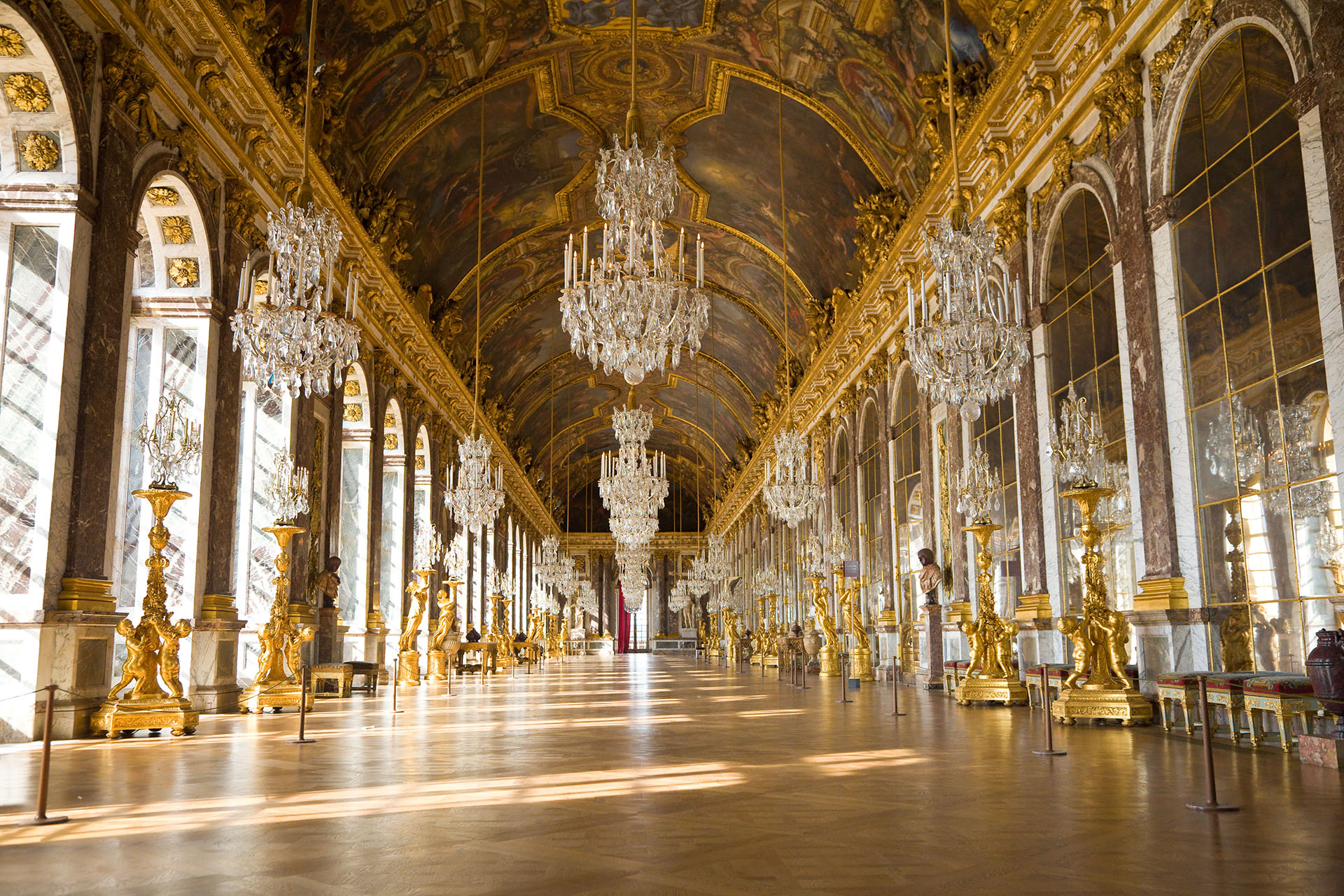 Declarado Patrimonio de la Humanidad por la UNESCO desde hace más de treinta años, el Palacio de Versalles es uno de los palacios más conocidos a nivel mundial