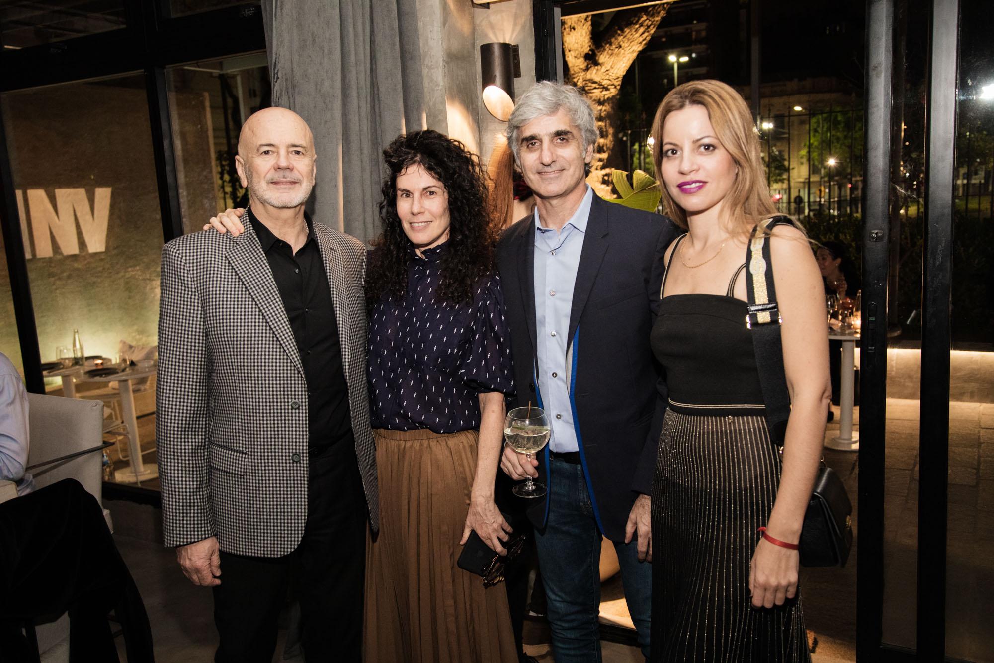 El director del Complejo Teatral de Buenos Aires, Jorge Telerman; junto a su pareja Cynthia Cohen, Mariano Hillar y Nuria Quintela