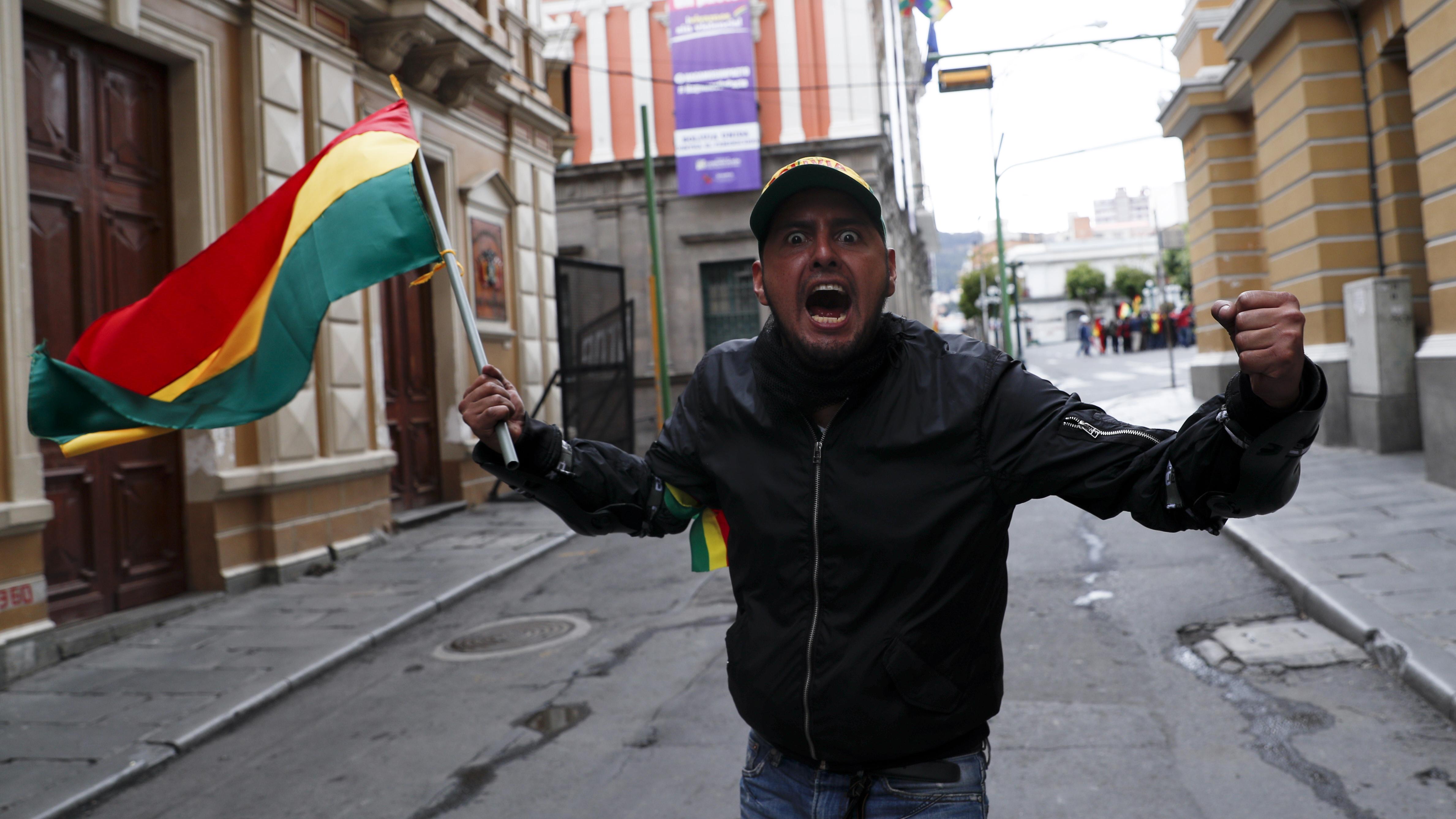Aunque varias calles estaban cercadas, la oposición logró llegar hasta el corazón político del país