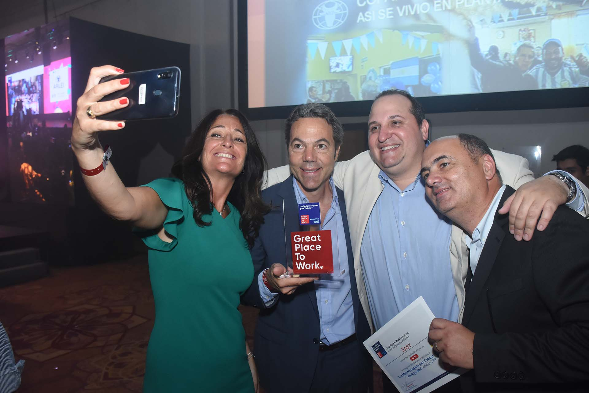 El equipo de Easy celebró con una selfie la premiación