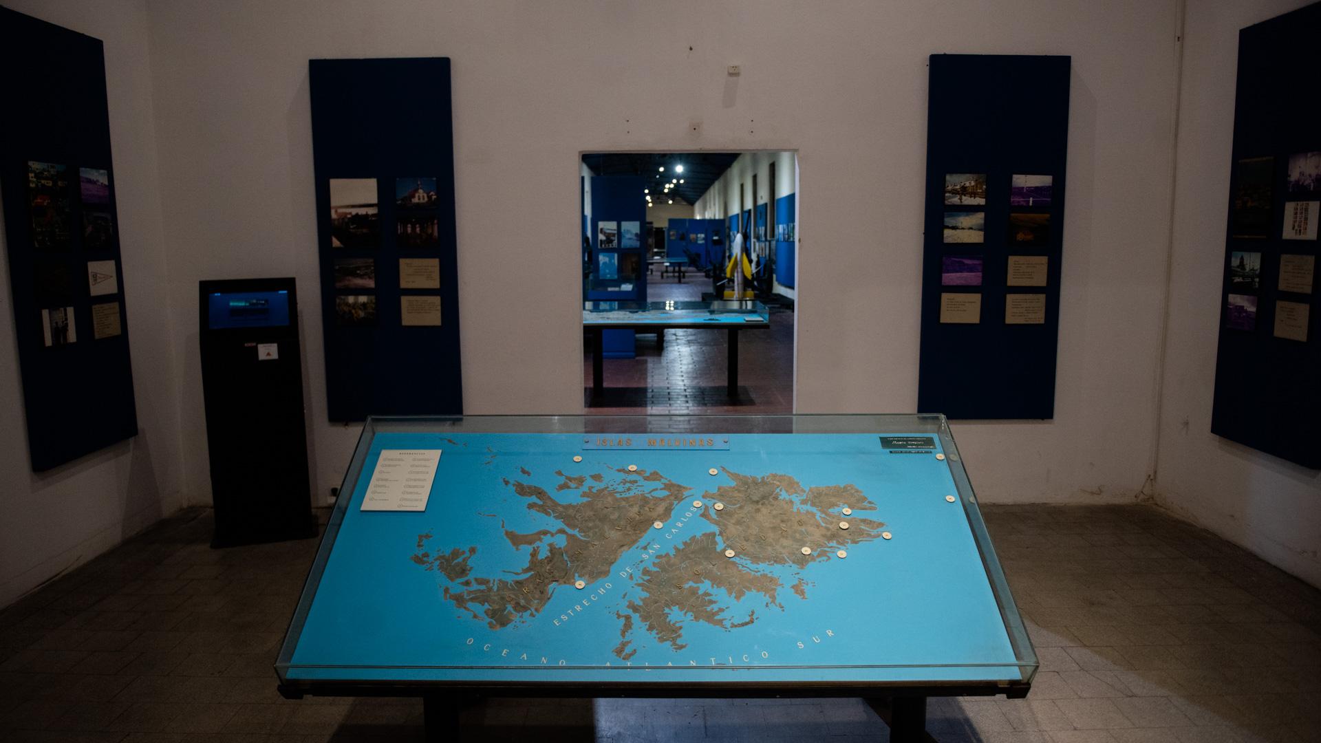En el extenso espacio museográfico se pueden encontrar mapas donde es posible ubicar las zonas donde se desarrollaron los combates
