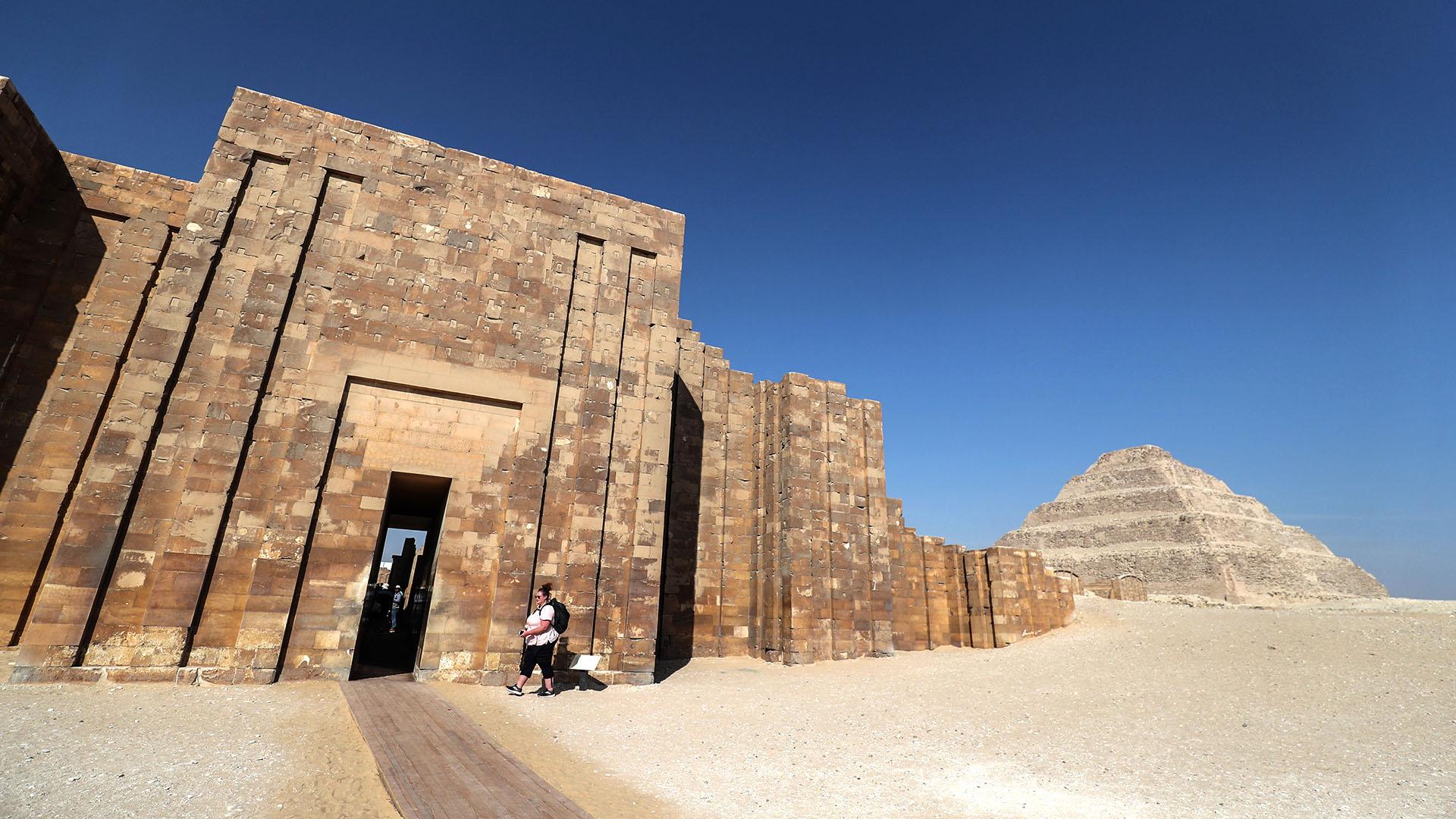El exterior de la pirámide escalonada de Djoser en la necrópolis Saqqara de Egipto (AFP)