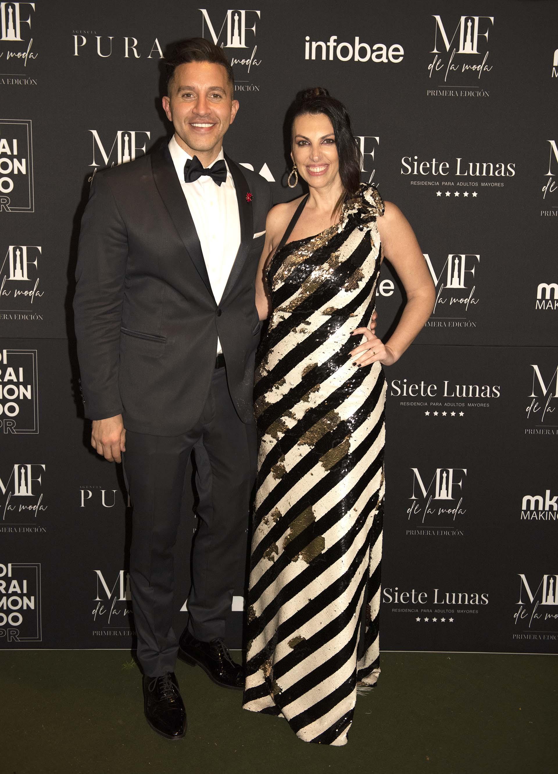 Nicolás Di Raimondo y Lorena Yañez, organizadores de Martín Fierro de la moda 2019. Yañez lució un vestido de la diseñadora María Gorof