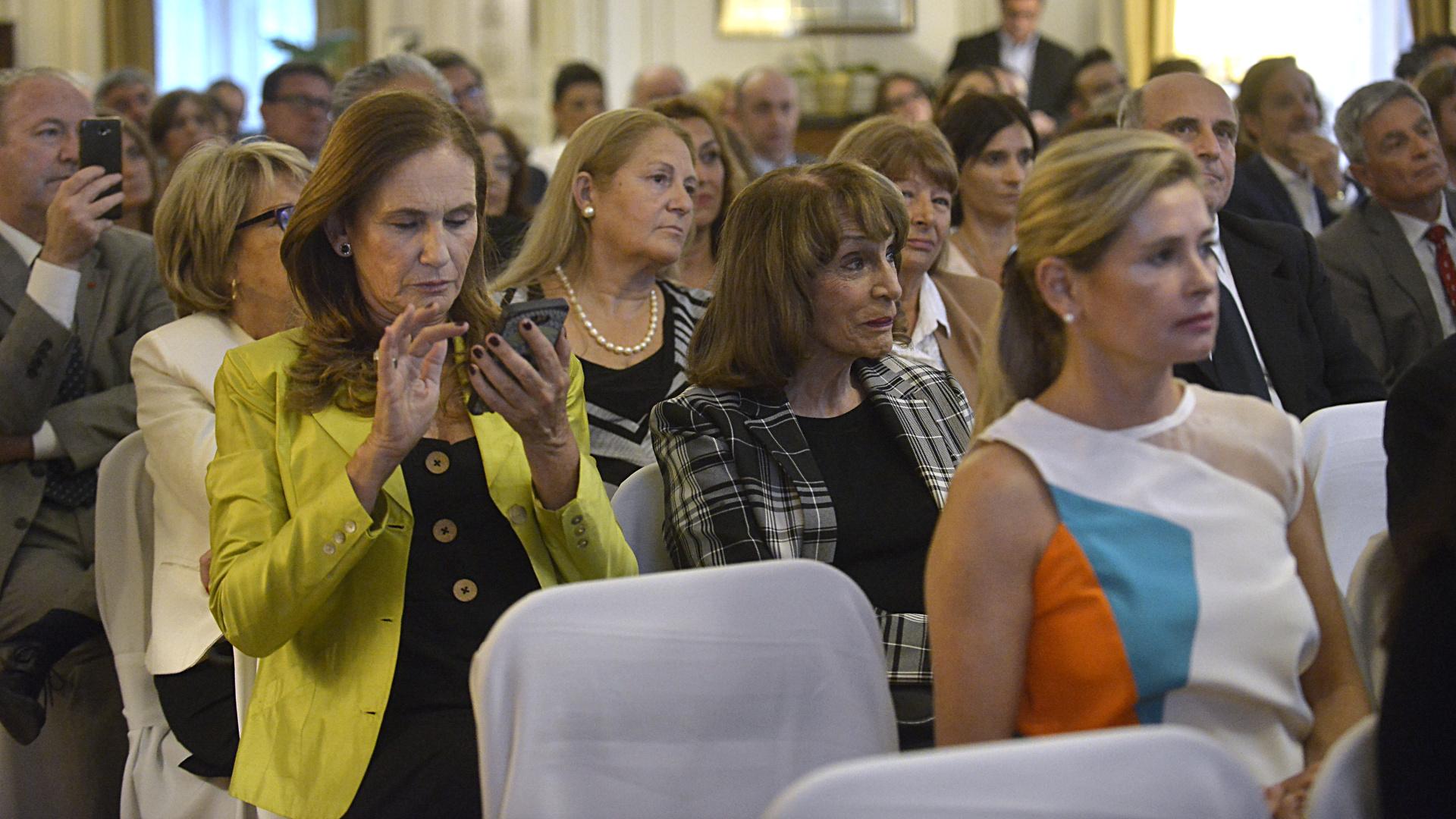 Paula Doretti, Magdalena Ruiz Guiñazú y María Laura Leguizamón