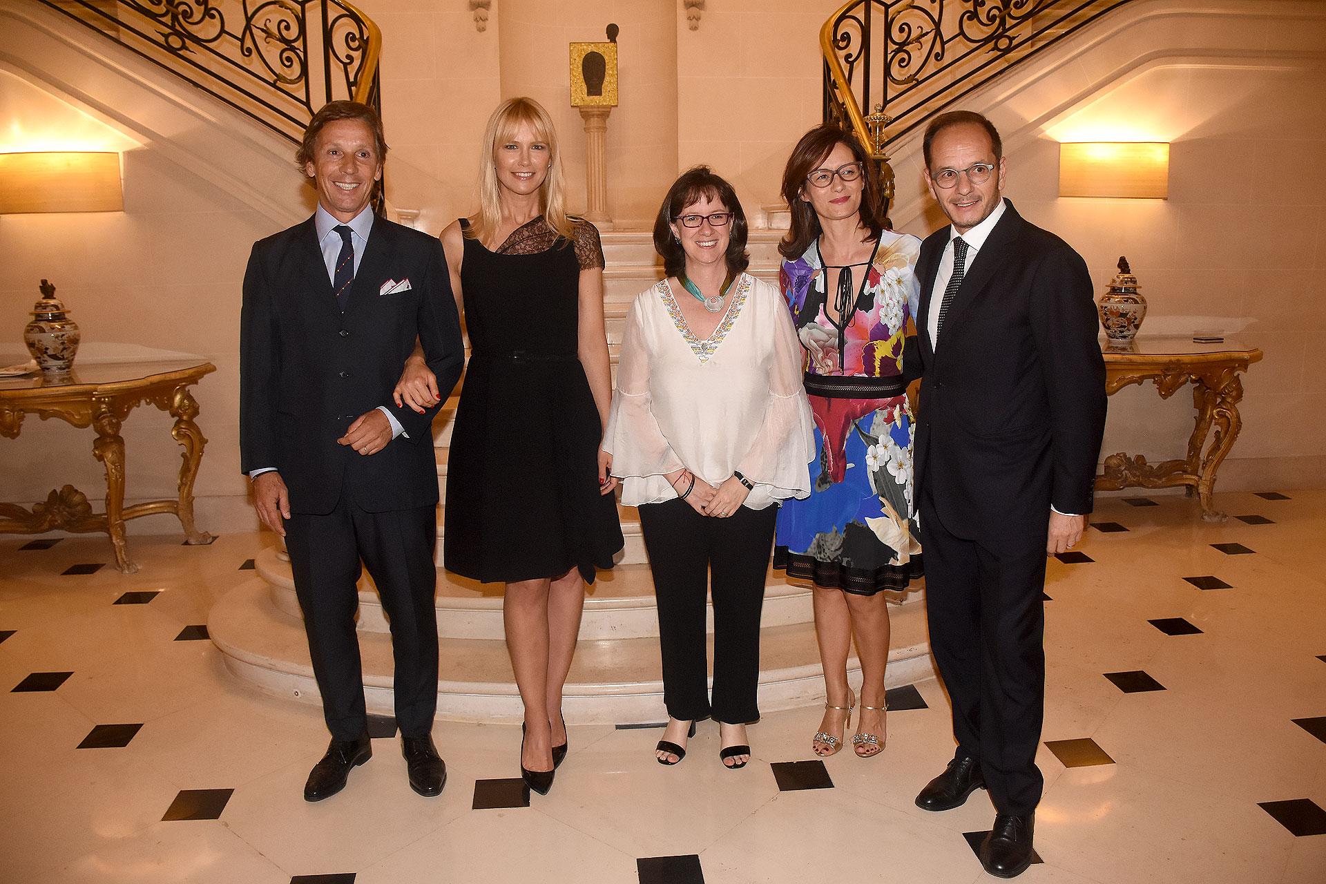 Alejandro Gravier y Valeria Mazza junto a Olga Izasa, representante adjunta de UNICEF Argentina, el embajador de Italia, Giuseppe Manzo, y su mujer Alma
