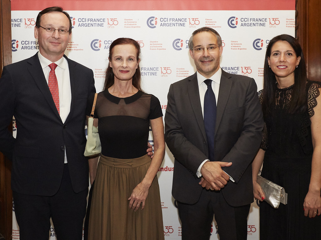 Arnaud Roux,1er Consejero de la Embajada de Francia, y su esposa Sonia; Rodrigo Pérez Graziano y Yanina González Ayrala