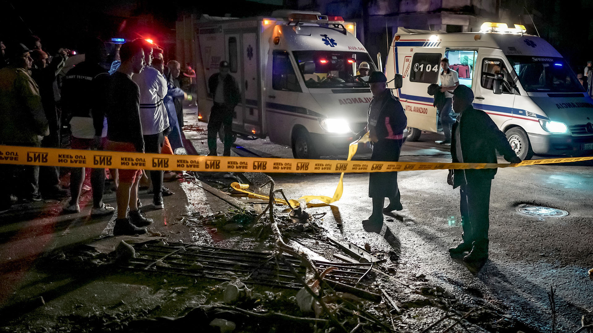 Un tornado afectó a la isla caribeña durante la noche del domingo (AFP)
