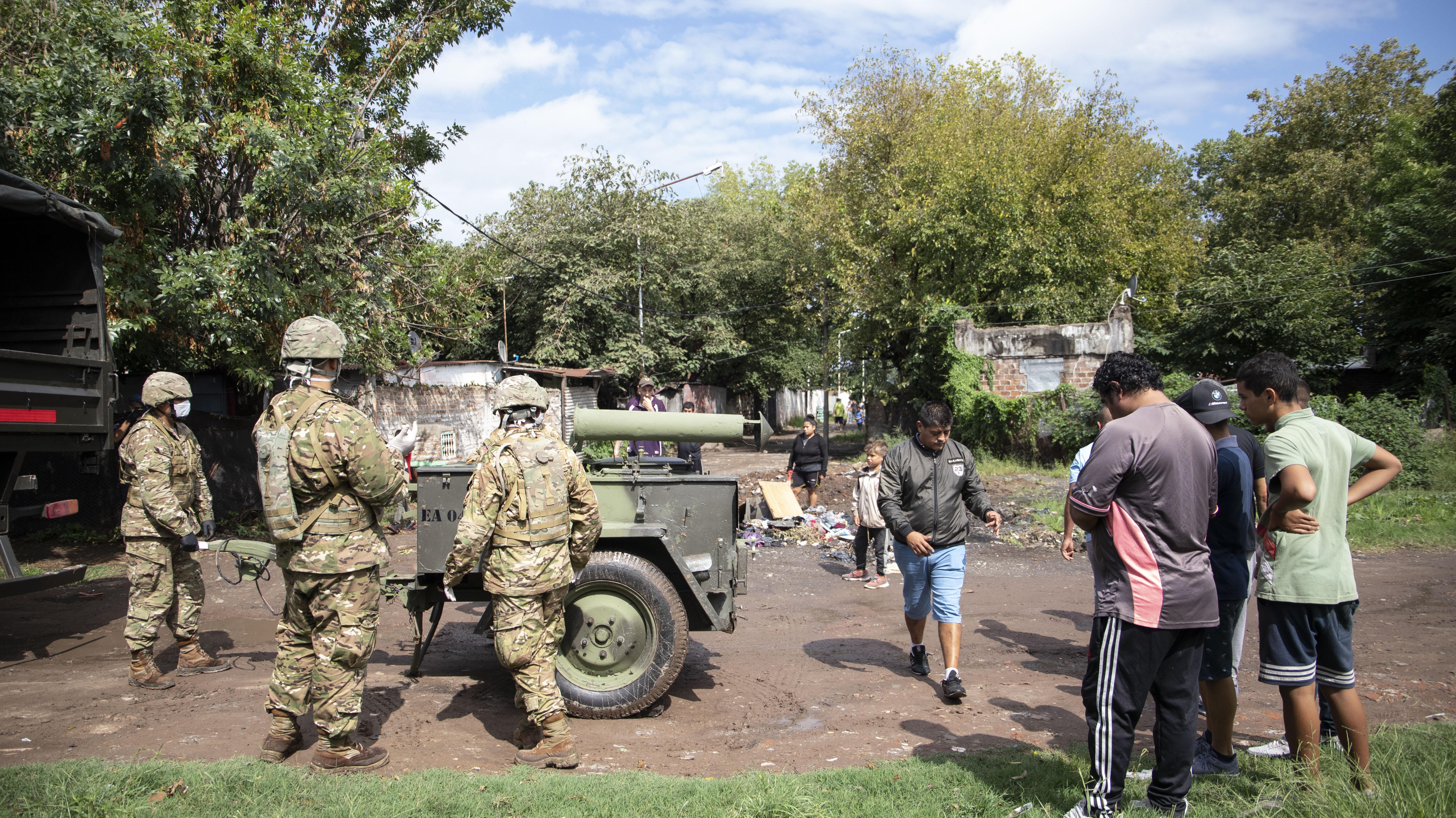 El Ejército llevó sus vehículos livianos para poder armar el campamento