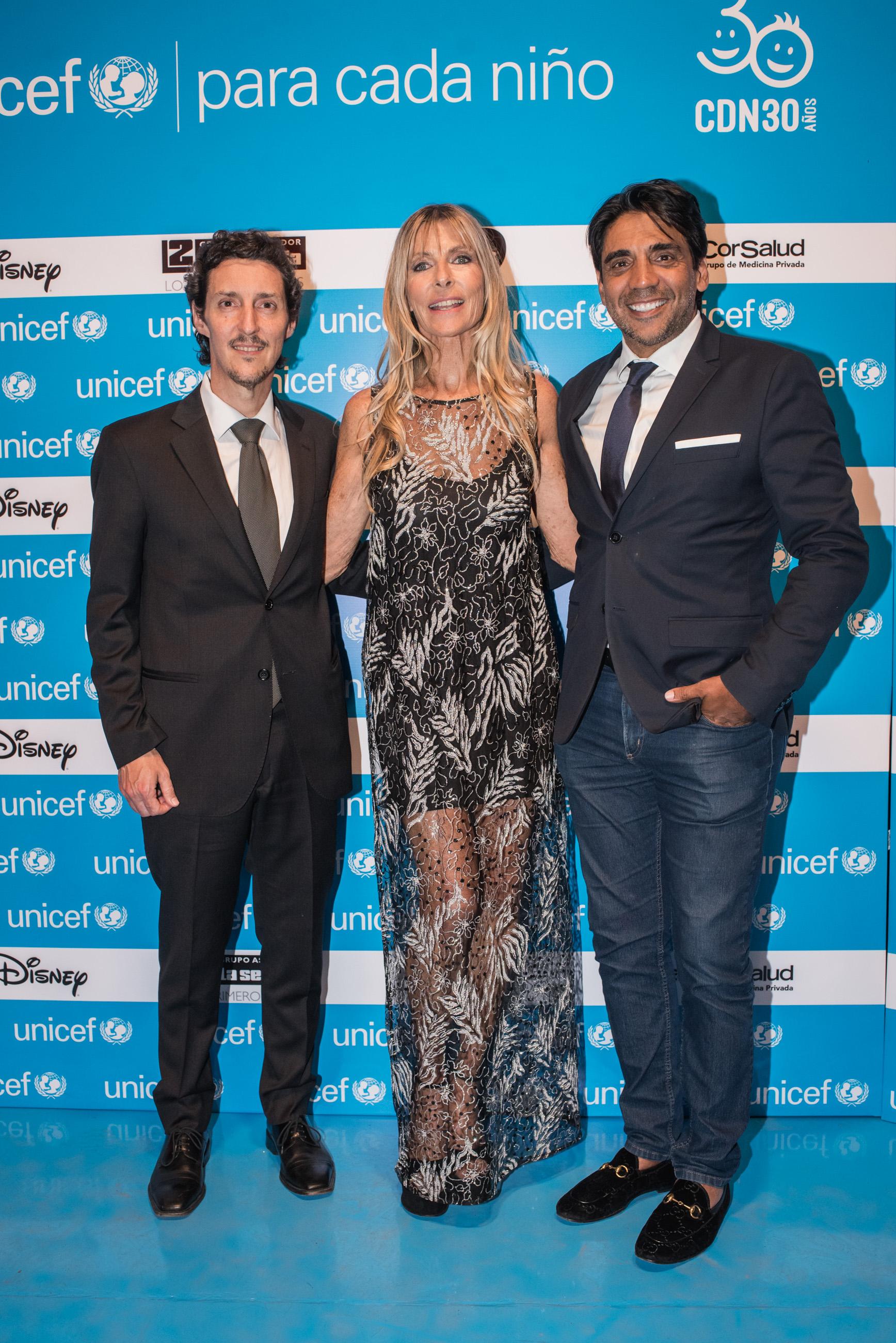 Martín Giménez Rébora, gerente de Movilización de Recursos de UNICEF; junto a Virginia Elizalde y Eduardo
