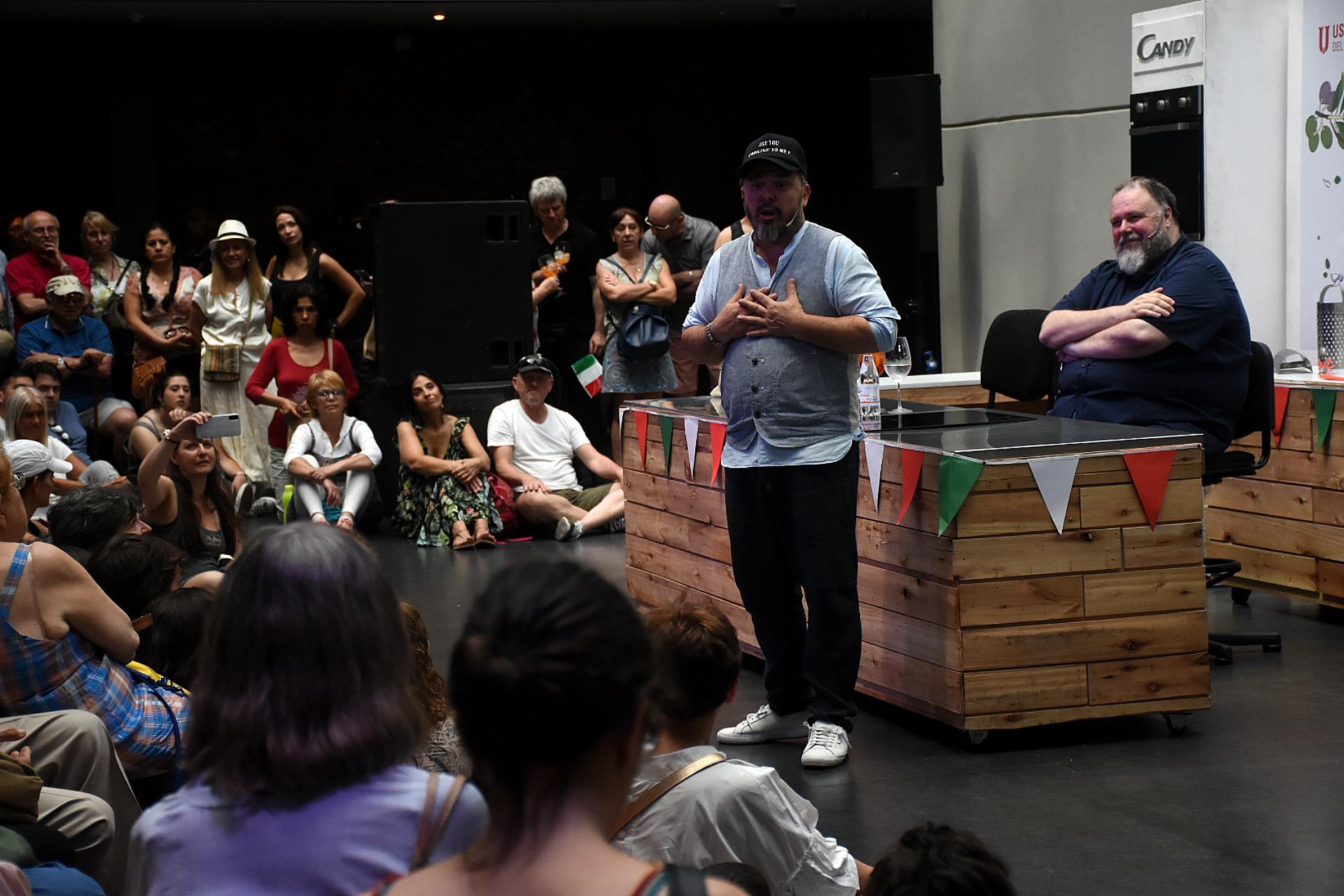 Los visitantes pudieron escuchar al chef Donato De Santis