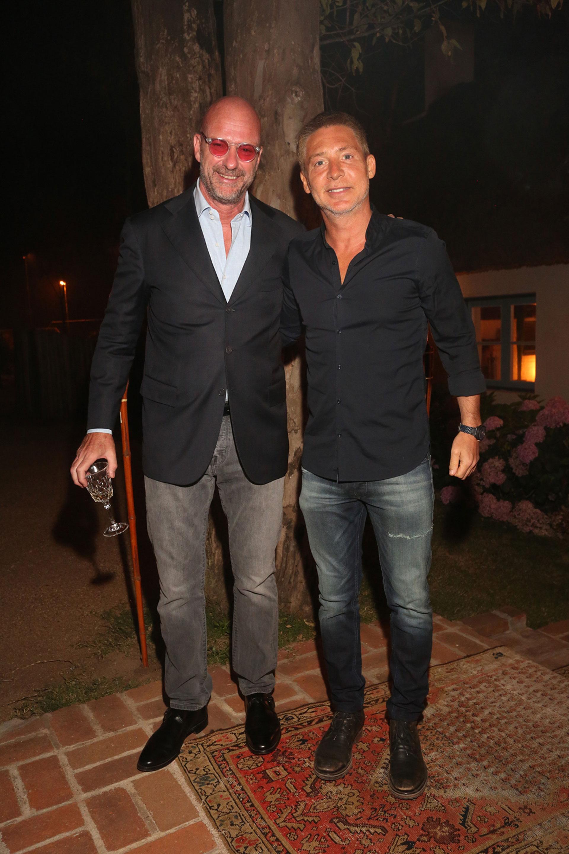 El empresario Giuseppe Cipriani, el gran anfitrión de la velada, junto a Adrián Suar en la gran fiesta bajo las estrellas en el arbolado jardín de la casa adquirida en 1994