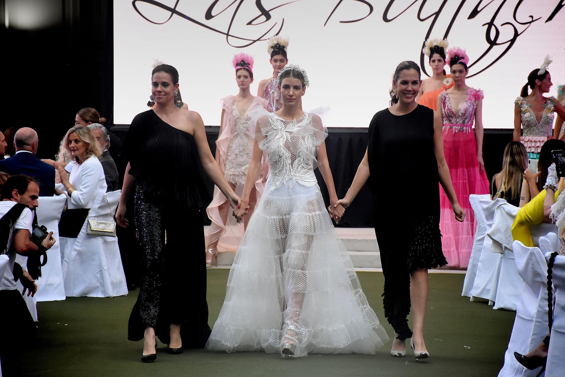 A días de su boda, Angie Landaburu se lució en la pasarela vestida de novia por las diseñadoras paraguayas, Las Buttner
