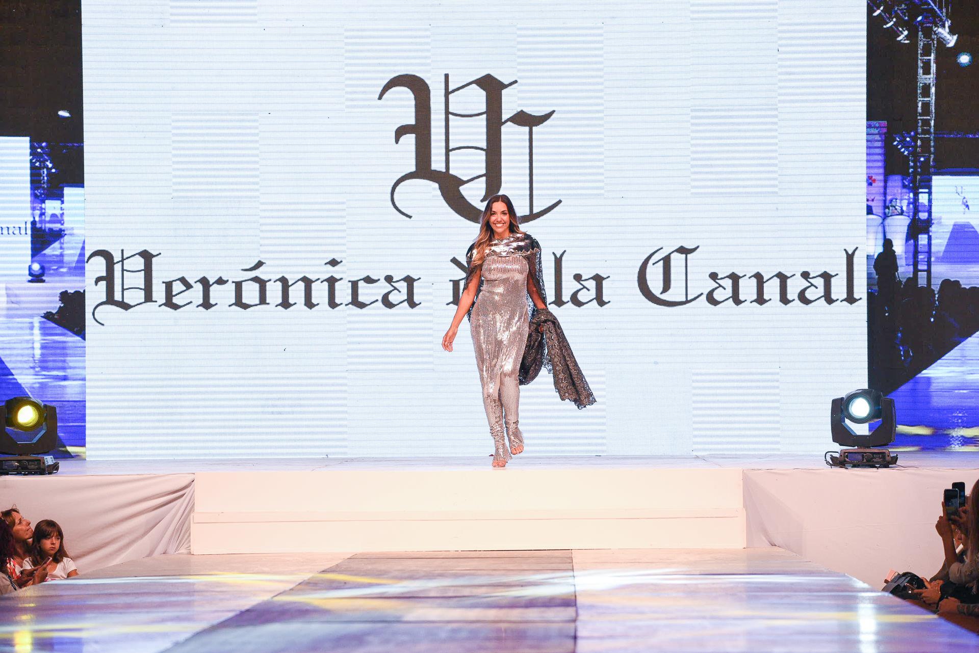 La colección de Verónica de la Canal se basó en un concepto irreverente, de diseños únicos y artesanales. Floppy Tesouro abrió la pasada de la diseñadora