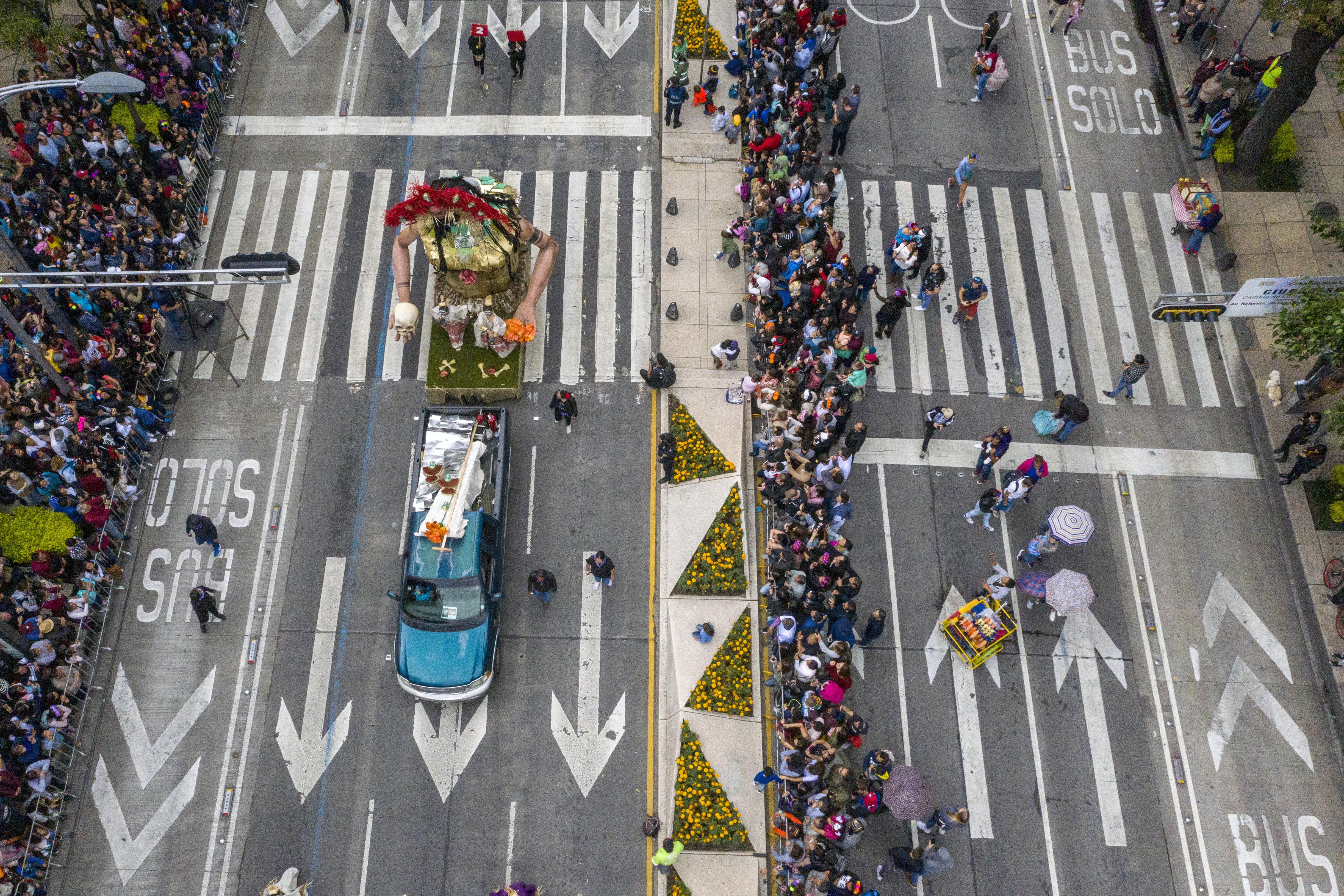 Vendedores ambulantes aprovecharon el día (Foto: Pedro Pardo/AFP)