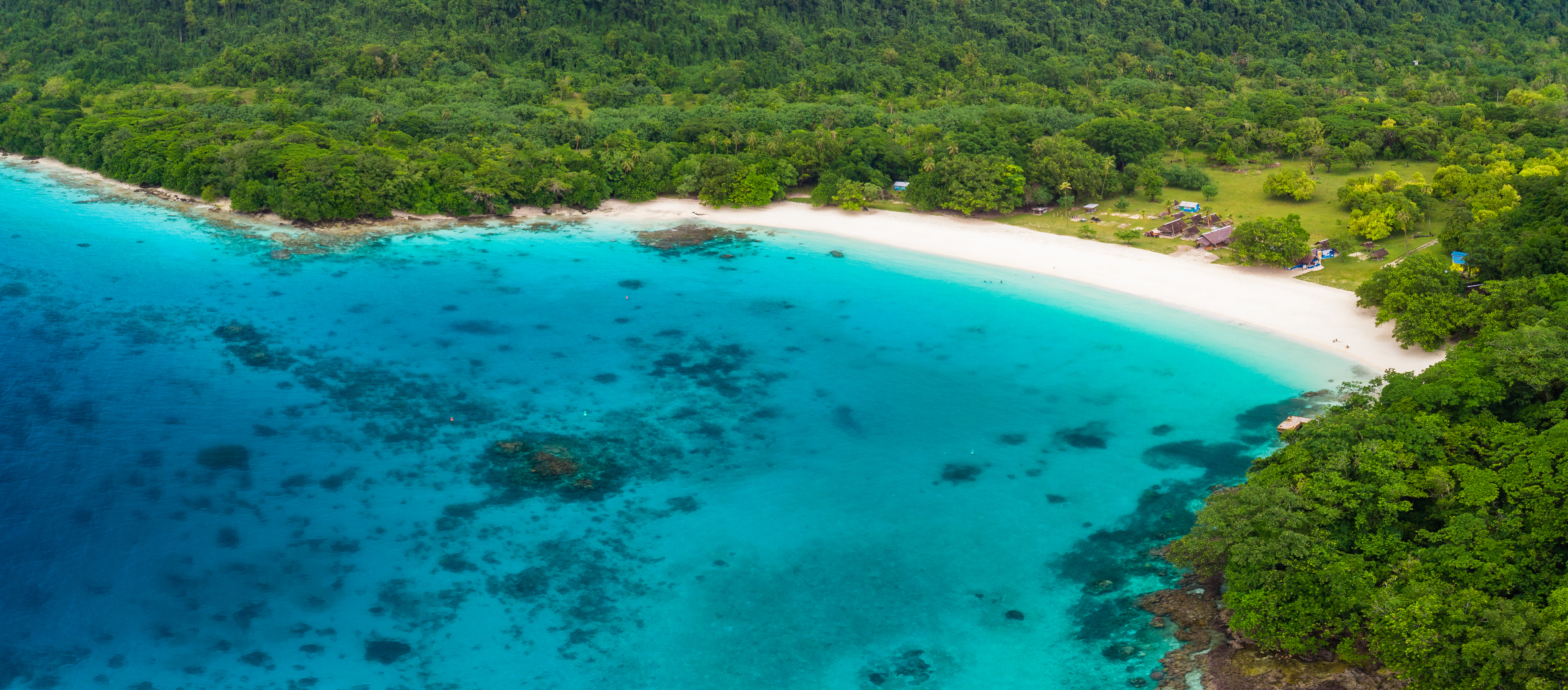 La Playa Champagne es una playa muy popular situada en la isla de Espíritu Santo en Vanuatu parte de Oceanía. Es famosa por sus hermosas playas de arena blanca, una de los mejores en el Pacífico Sur