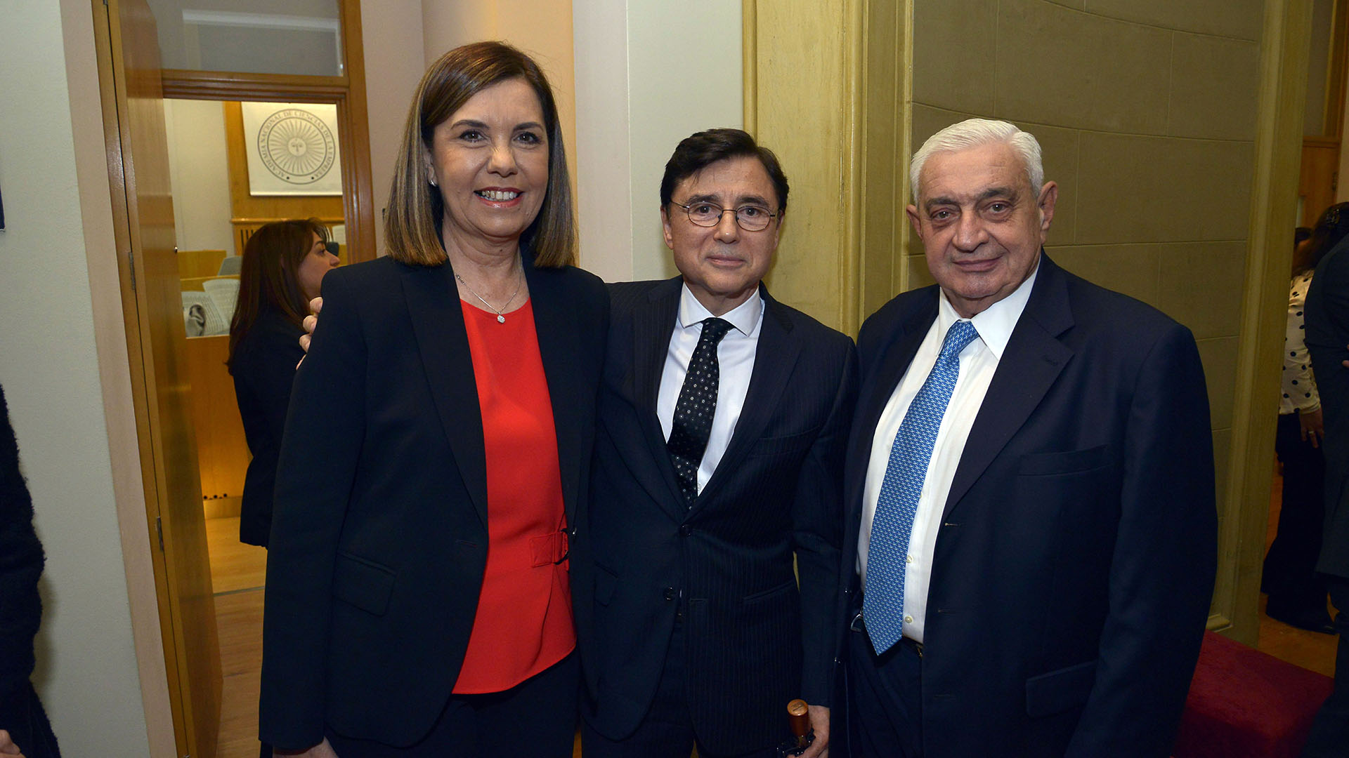 Liliana Parodi, gerente de programación de América; Jorge Fontevecchia, de Perfil; y Adelmo Gabbi, presidente de la Bolsa de Comercio de Buenos Aires